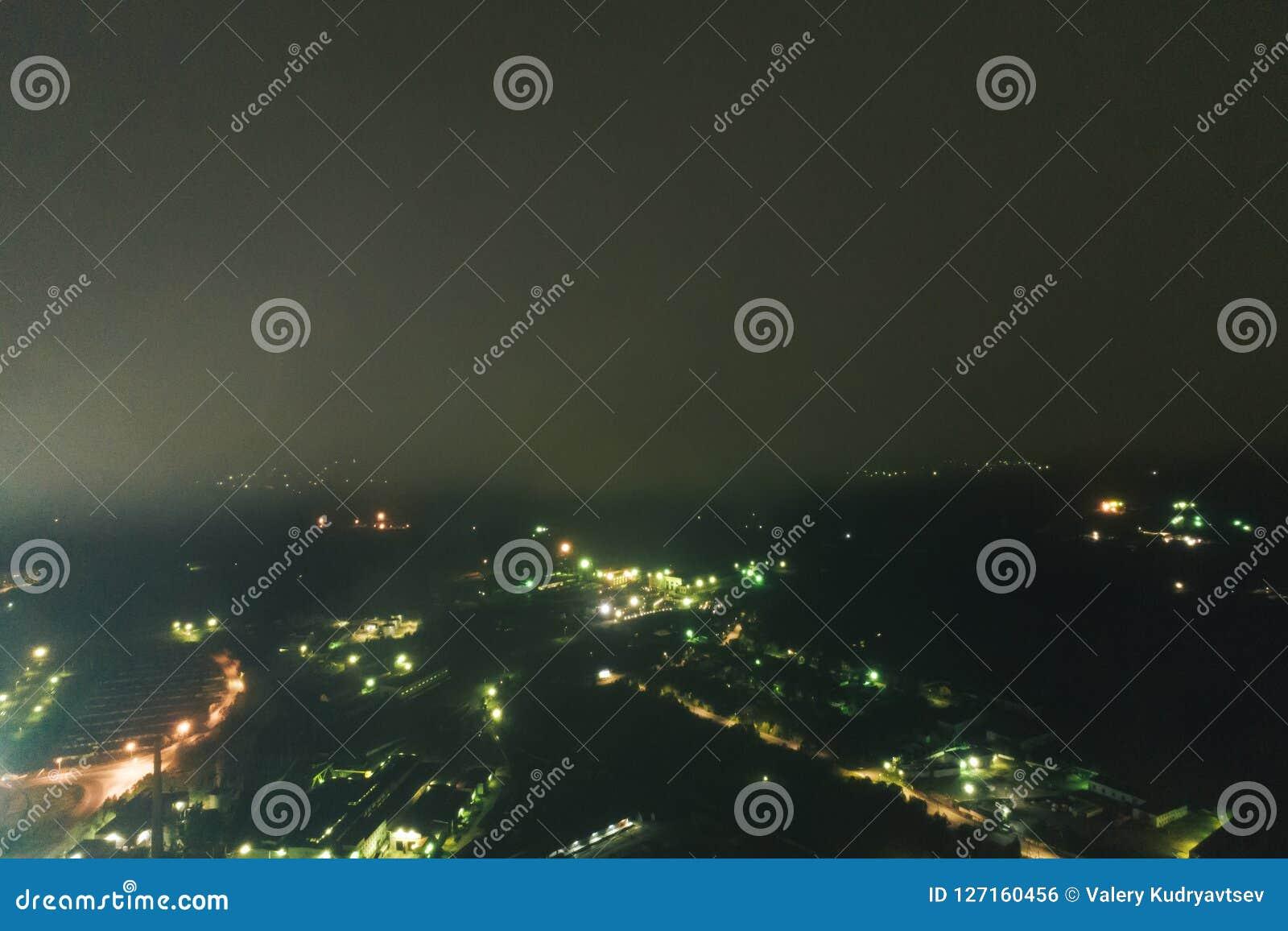 空中Townscape在晚上