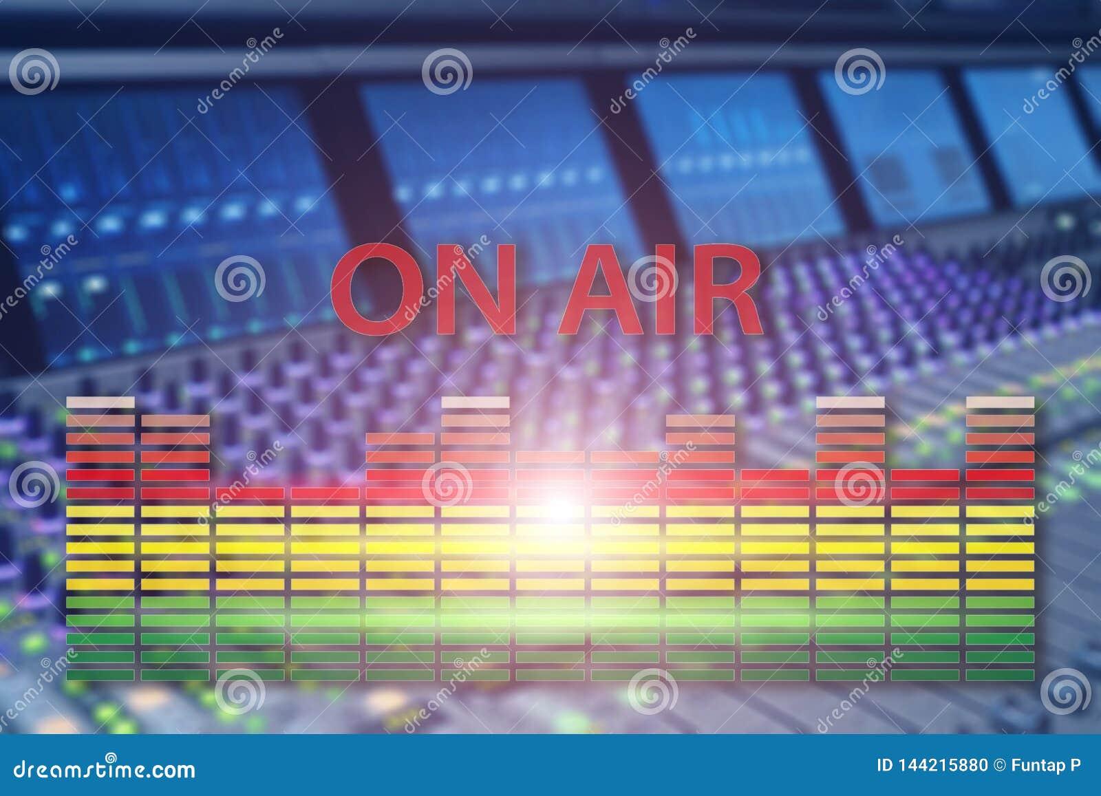 空气的广播演播室 媒介声音、收音机和电视纪录在专业音频盘区弄脏了背景