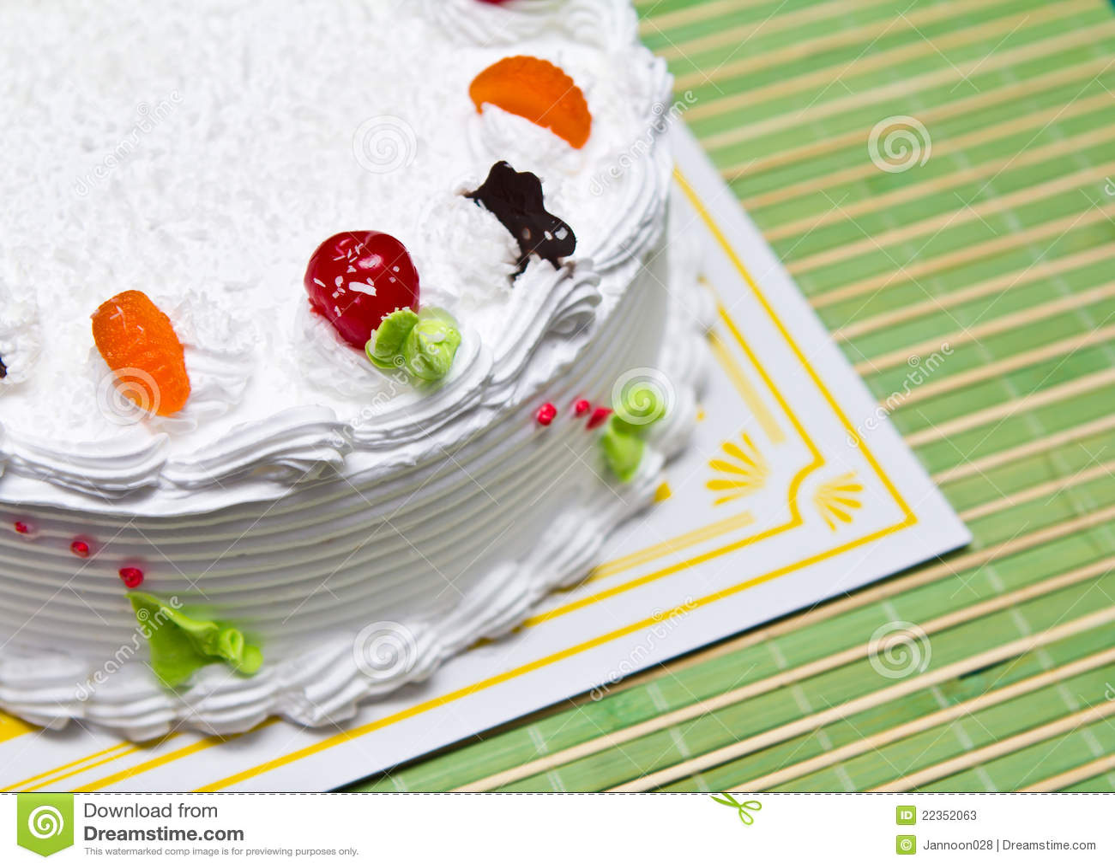 空白奶油色蛋糕。