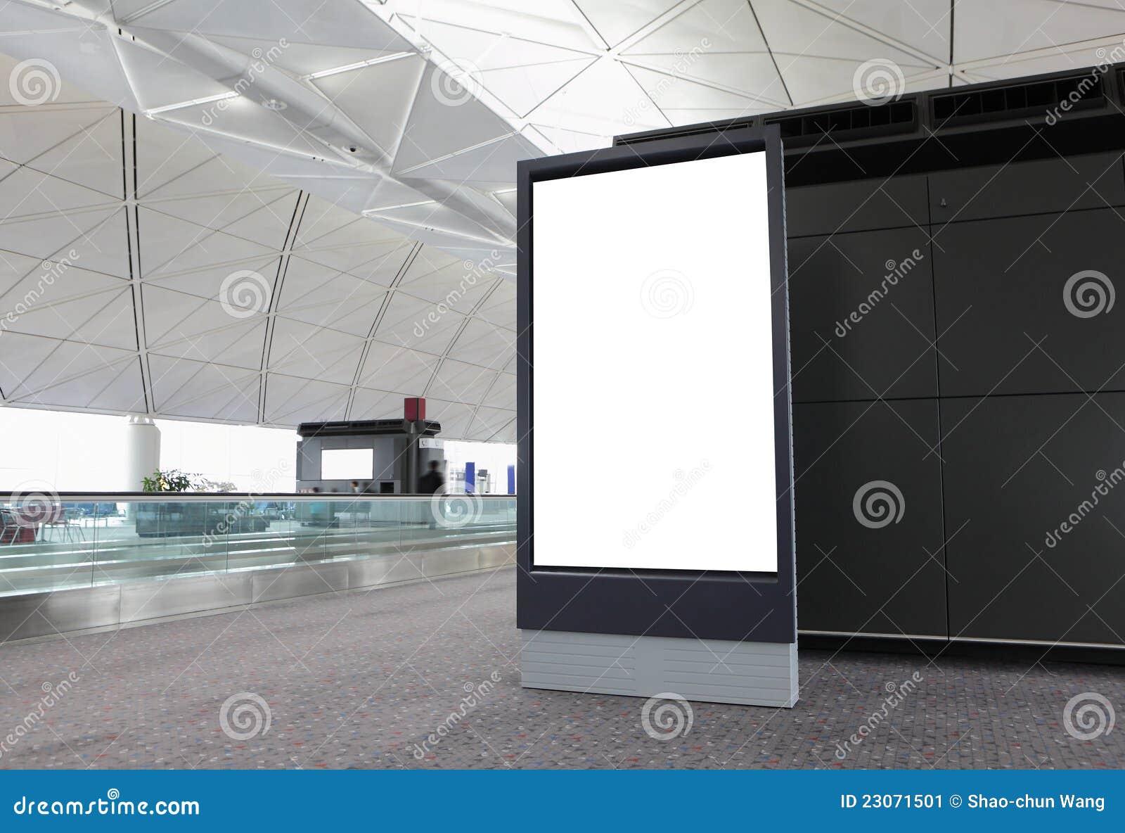 空白广告牌在机场