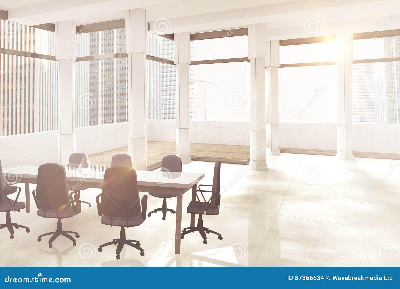 空的办公室椅子和桌的综合图象