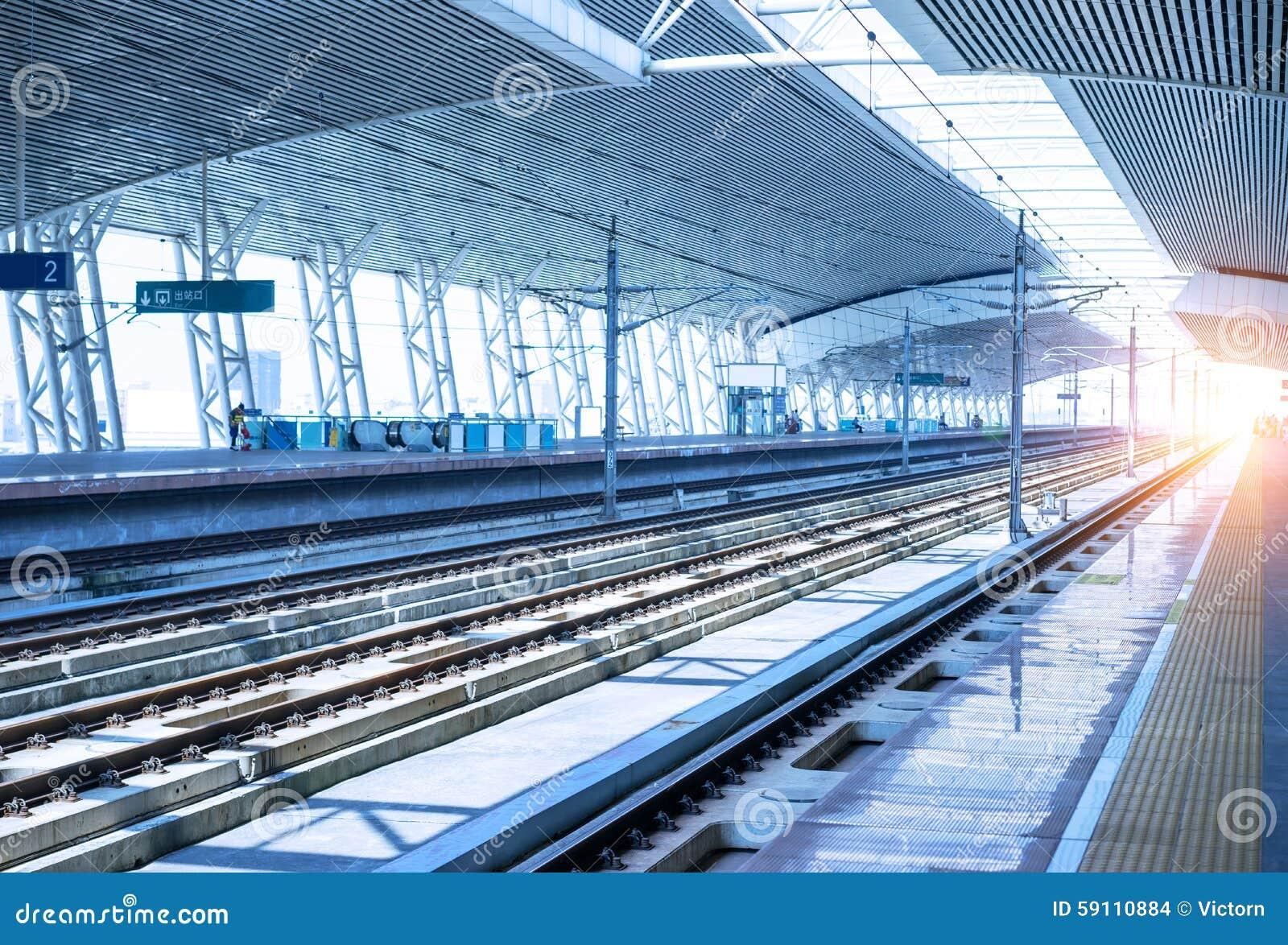 空的平台铁路