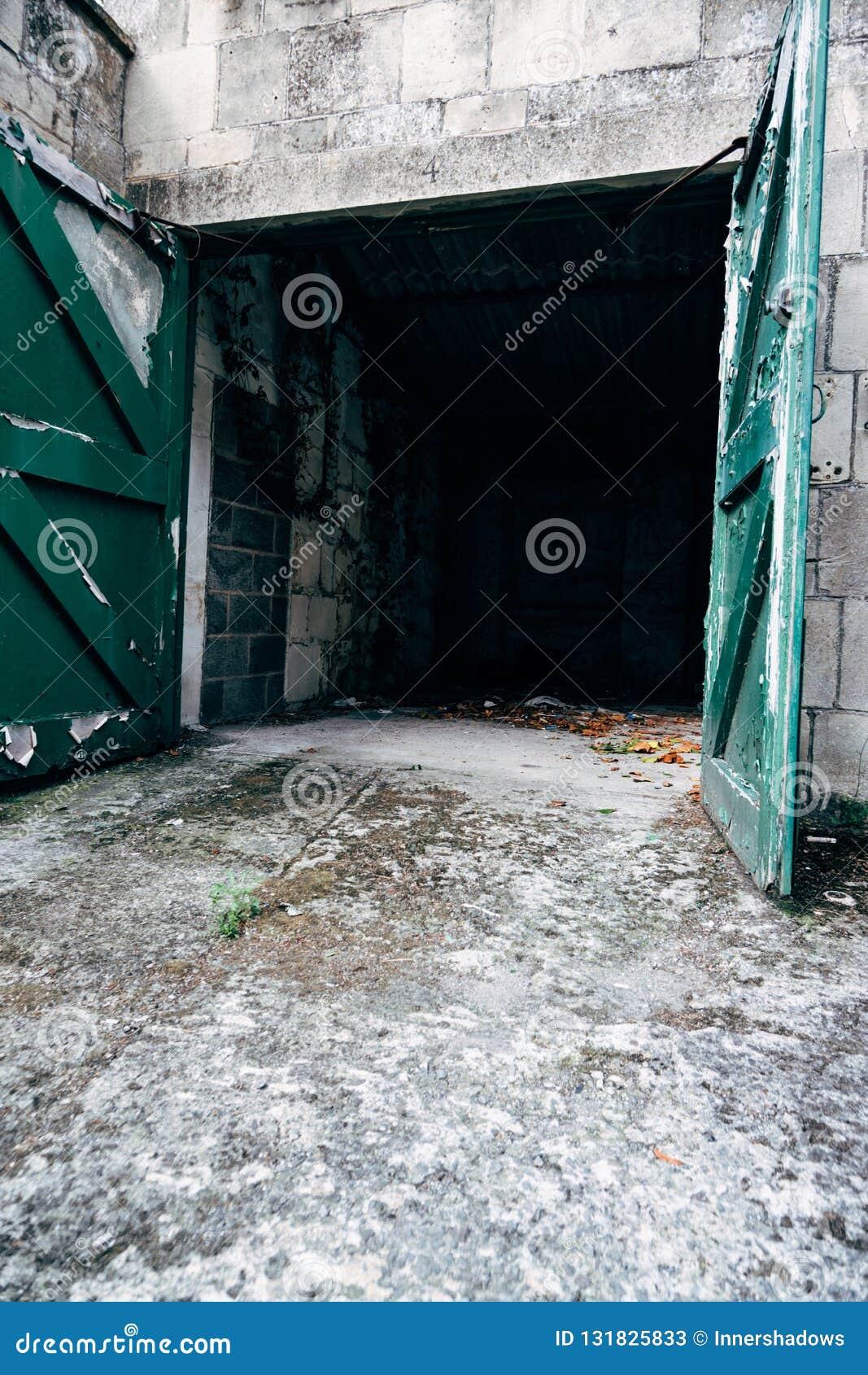 空的汽车车库