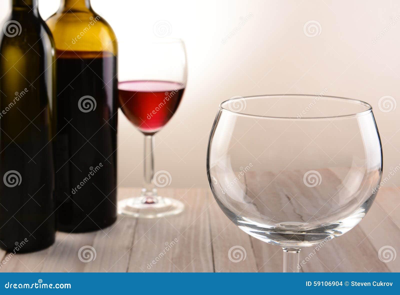空的葡萄酒杯静物画