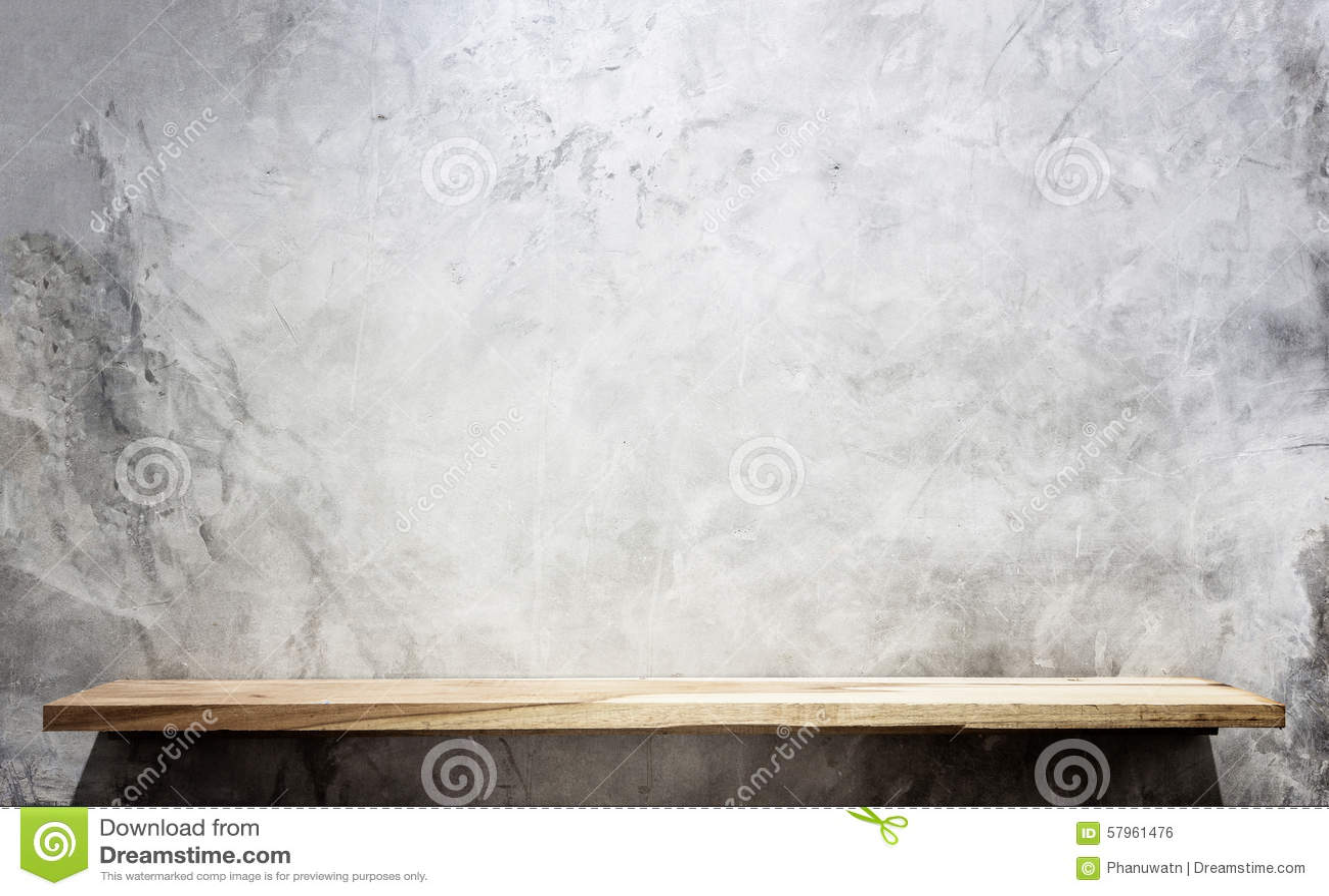 空的顶面木架子和石墙背景