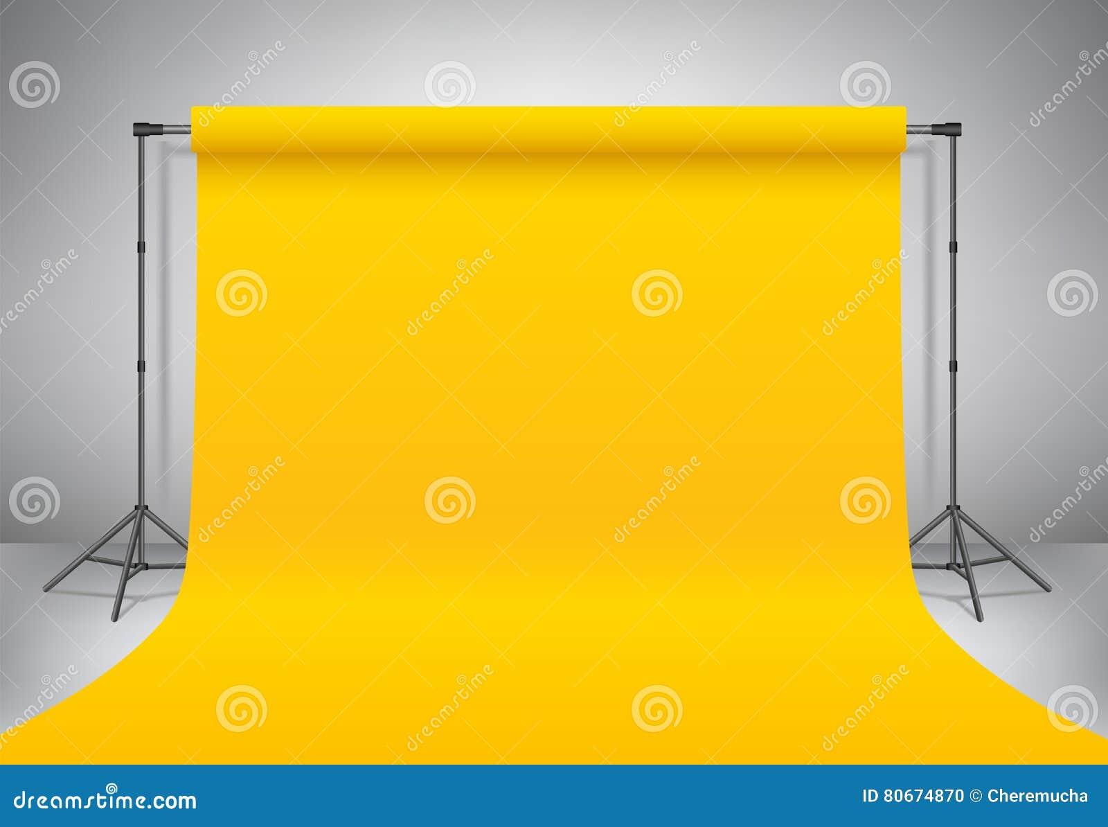 空的黄色照片演播室 现实传染媒介模板嘲笑 背景有黄色纸背景的立场三脚架