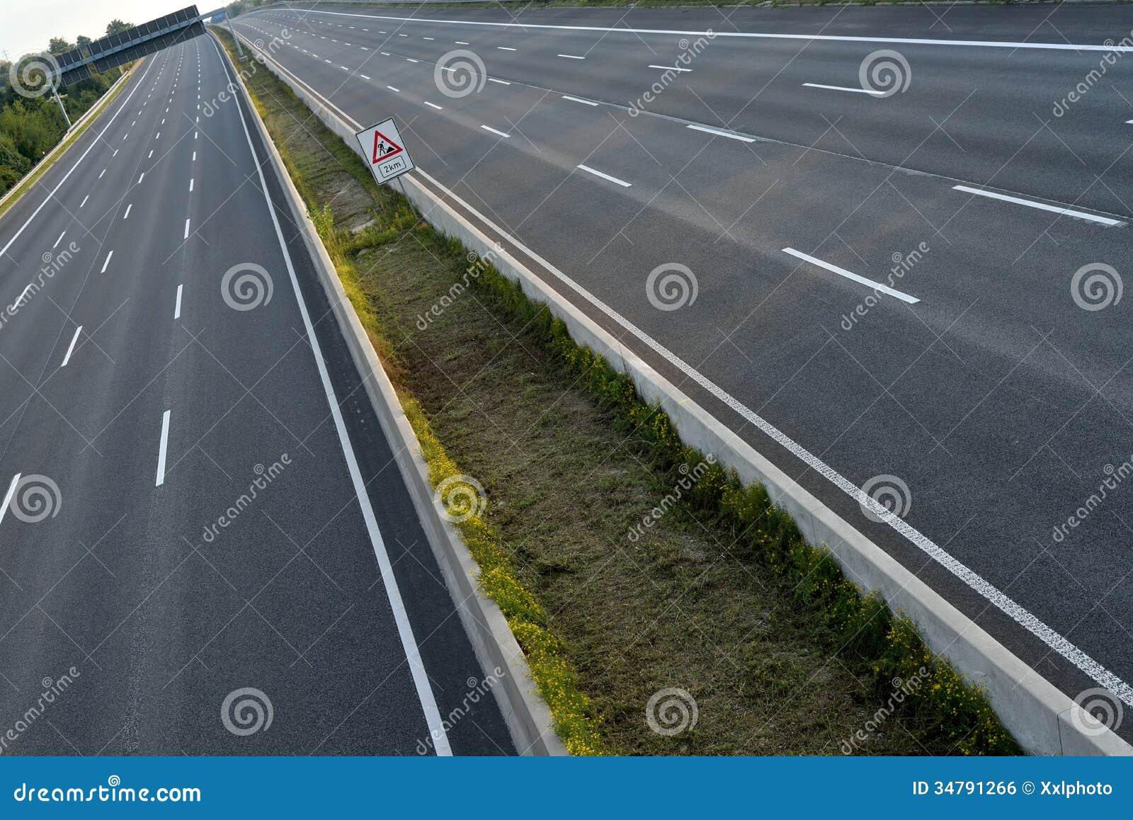空的8车道高速公路