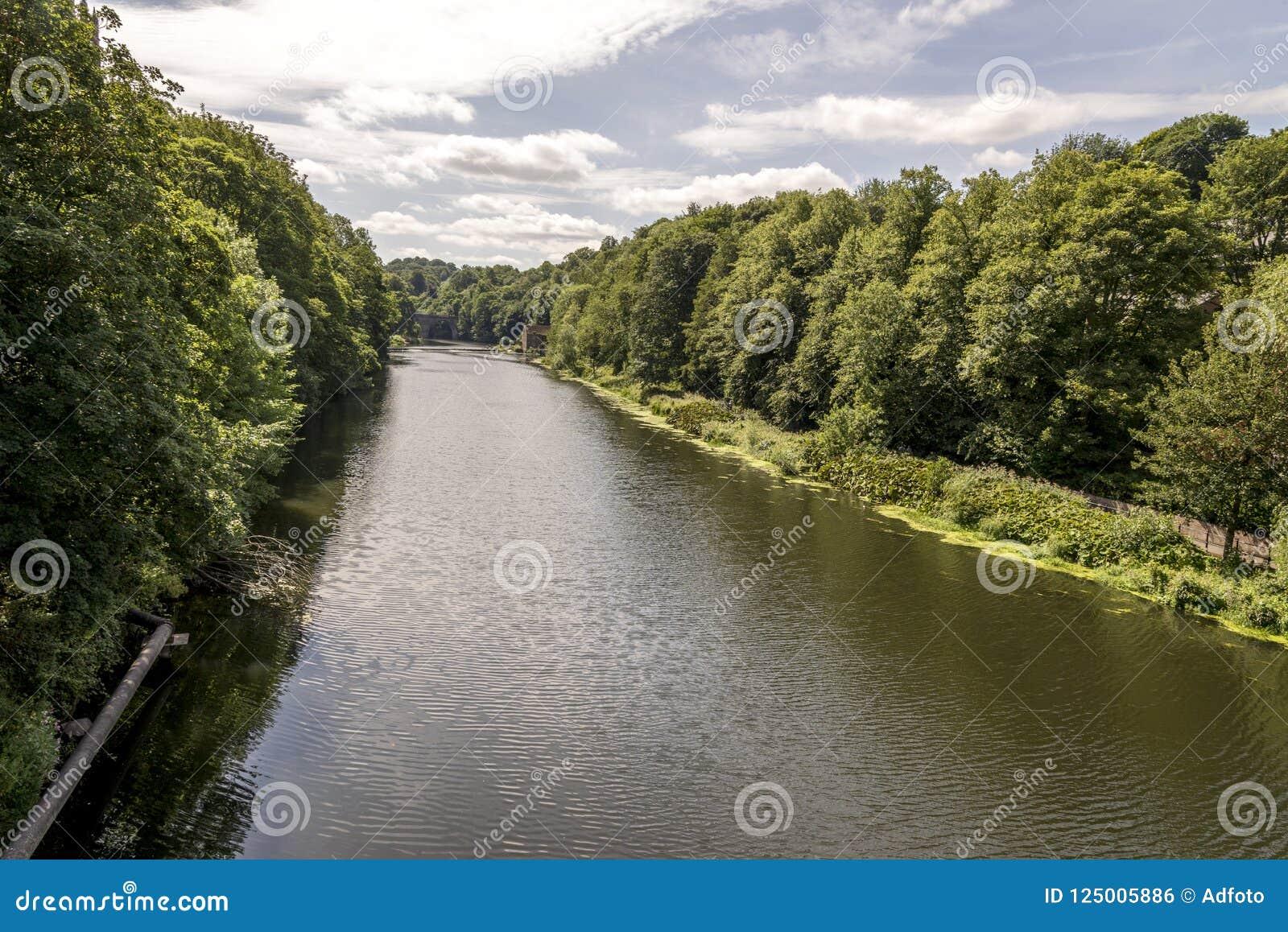 穿戴河风景看法在达翰姆,英国