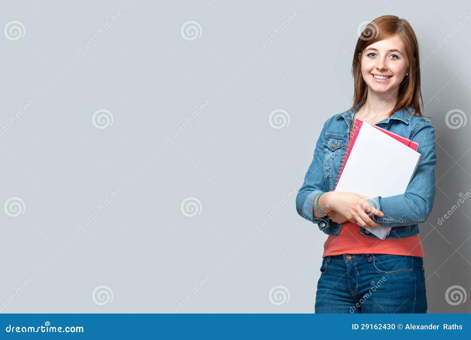 几岁_突出与书的十几岁的女孩
