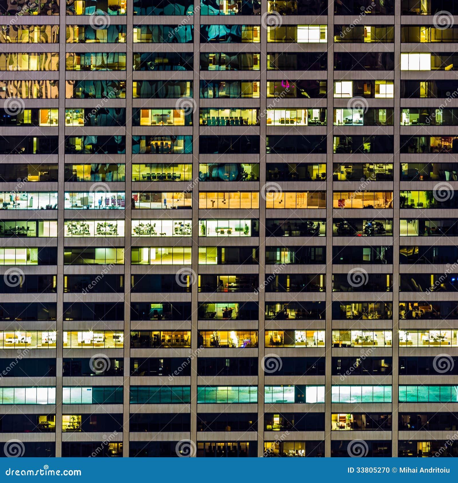 窗口的一个几何样式在曼哈顿摩天大楼的