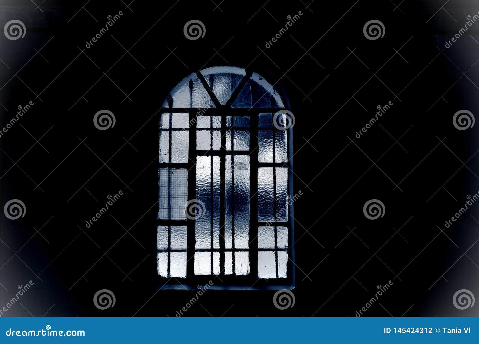 窗口黑色和蓝色在黑暗的关闭