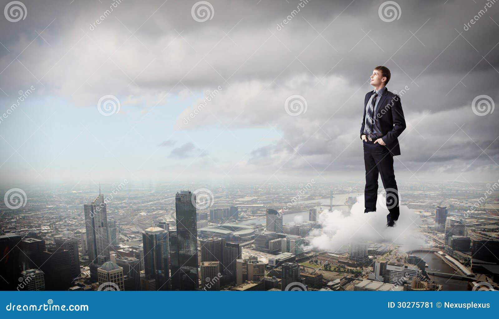反对都市风景的商人