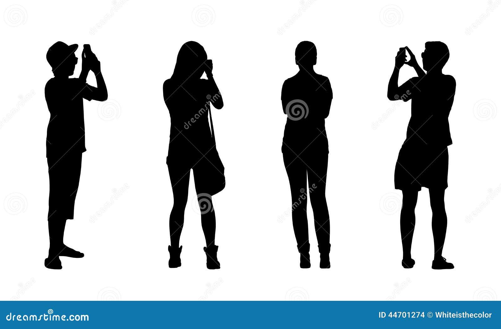 站立普通的青少年的女孩和的男孩剪影室外用不同的姿势,前面和后面