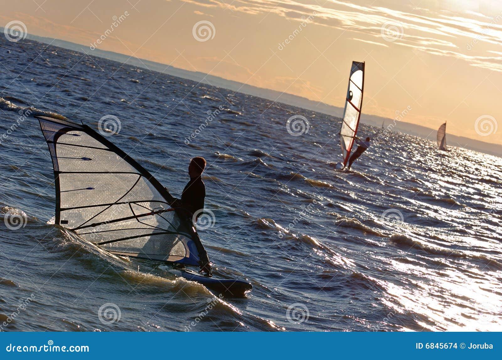 竞争风帆冲浪