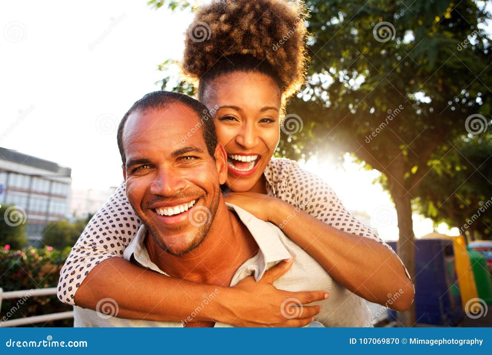 笑的加上男人和妇女容忍的