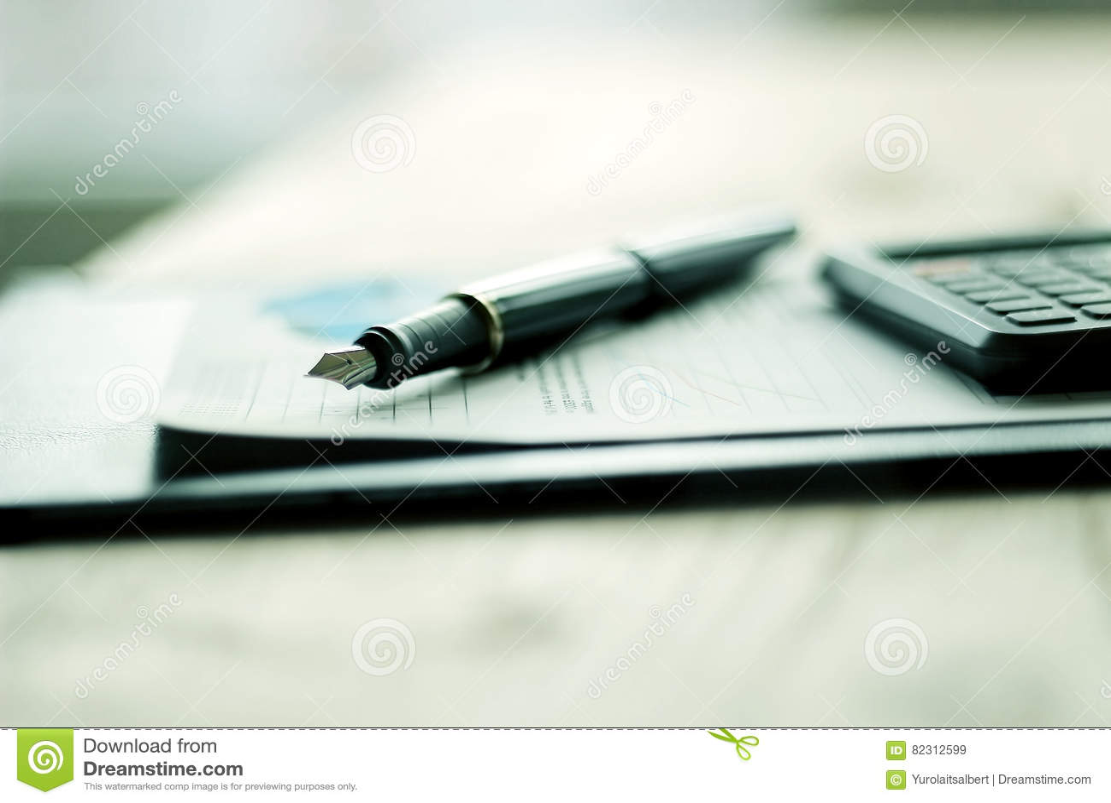 笔、手机和企业文献