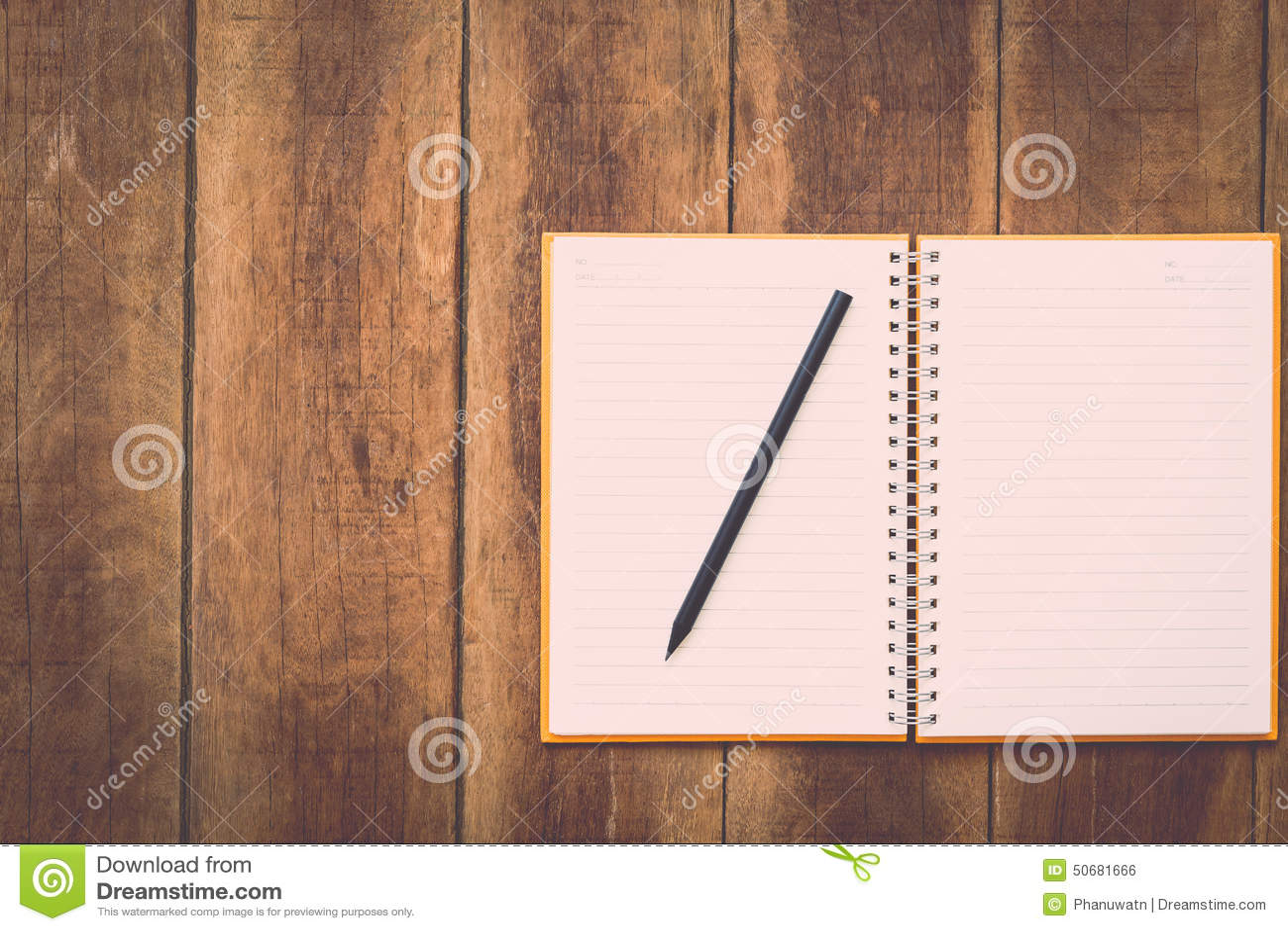 Download 笔记本和铅笔在木头 库存照片. 图片 包括有 笔记本, 空间, 木头, 钉书匠, 文件, 写生簿, 空白的 - 50681666