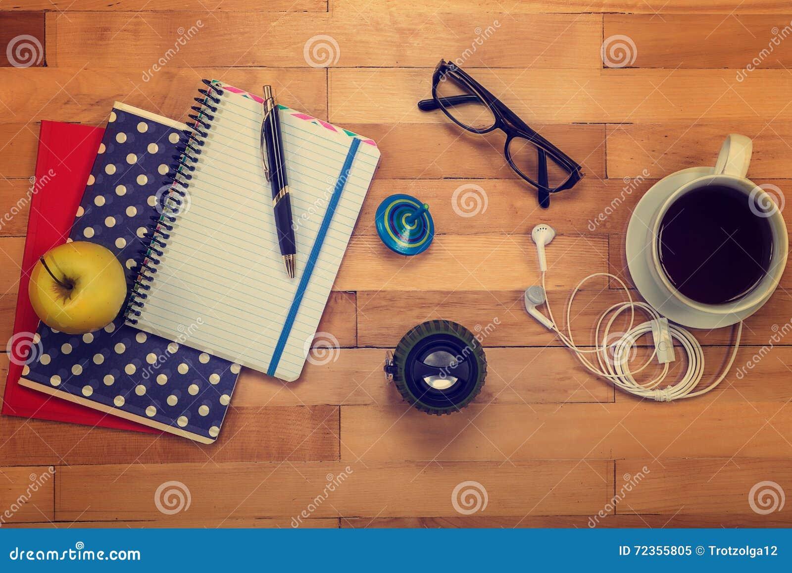 笔记本,笔,玻璃,在木的苹果