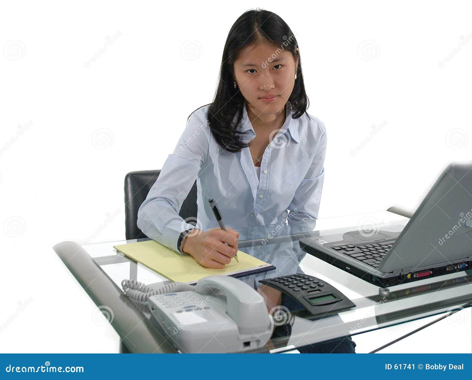 第一个工作秘书
