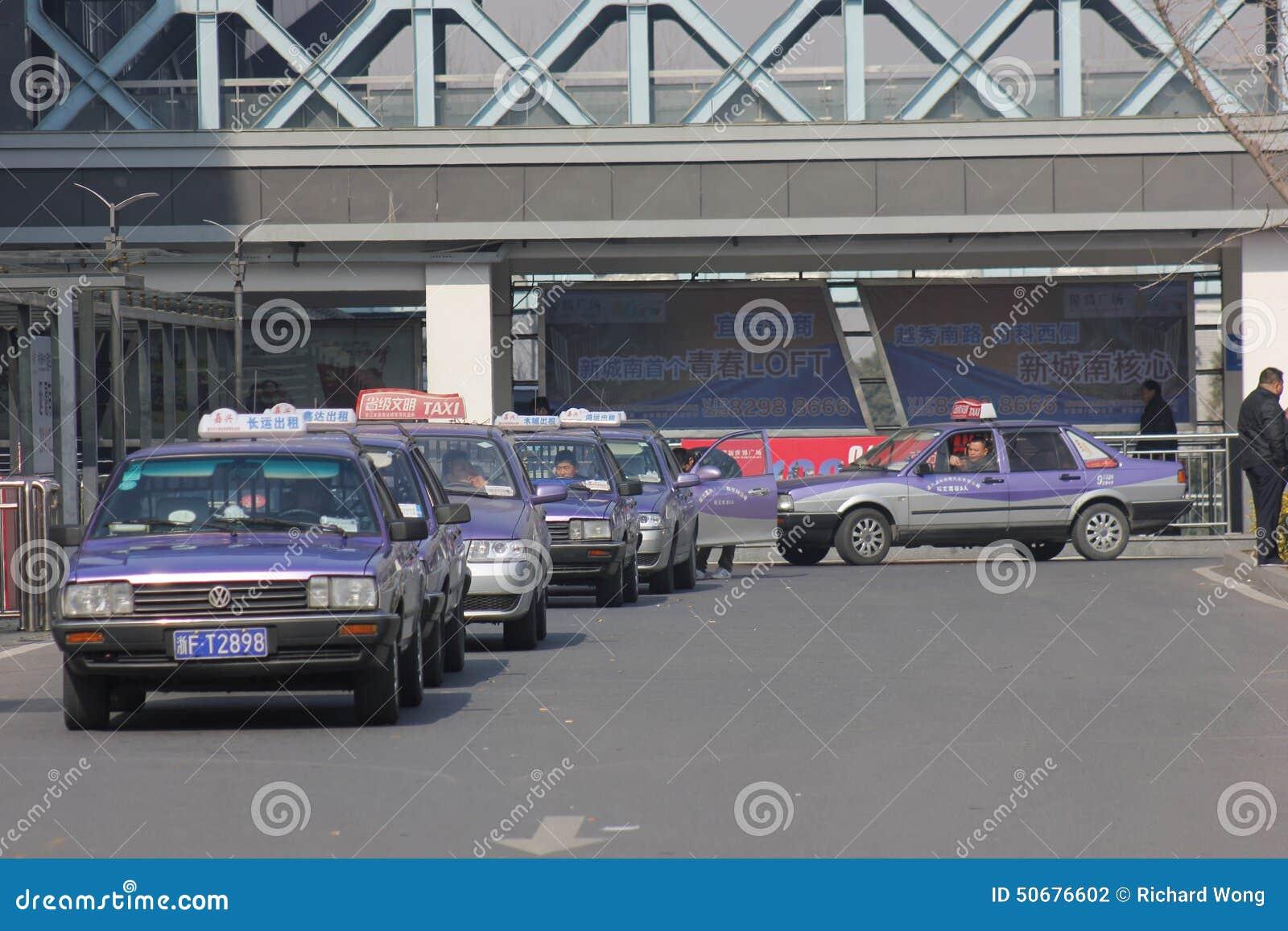 Download 等待的出租汽车 图库摄影片. 图片 包括有 紫色, 自动, 颜色, 客户机, 公共汽车, 晴朗, 竞争, 等待 - 50676602