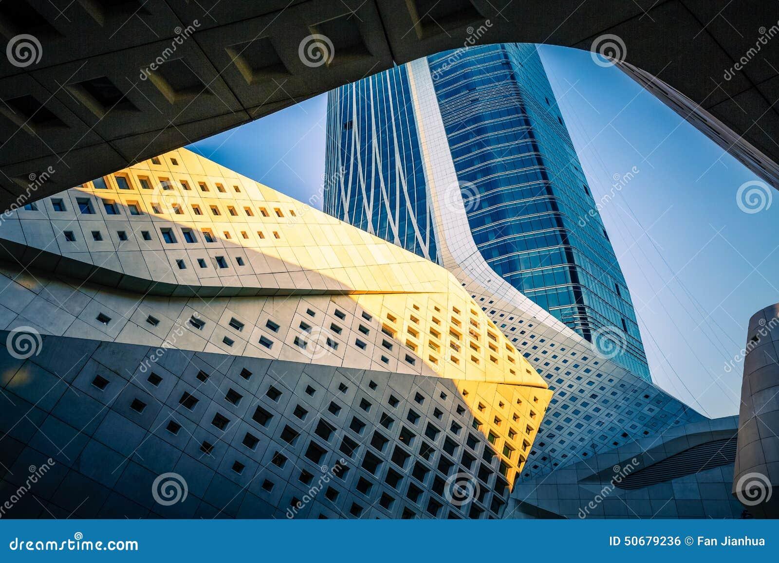 Download 建筑是大厦外部 库存照片. 图片 包括有 发展, 室外, 摩天大楼, 电汇, 建筑, 设备, 拱道, 起重机 - 50679236