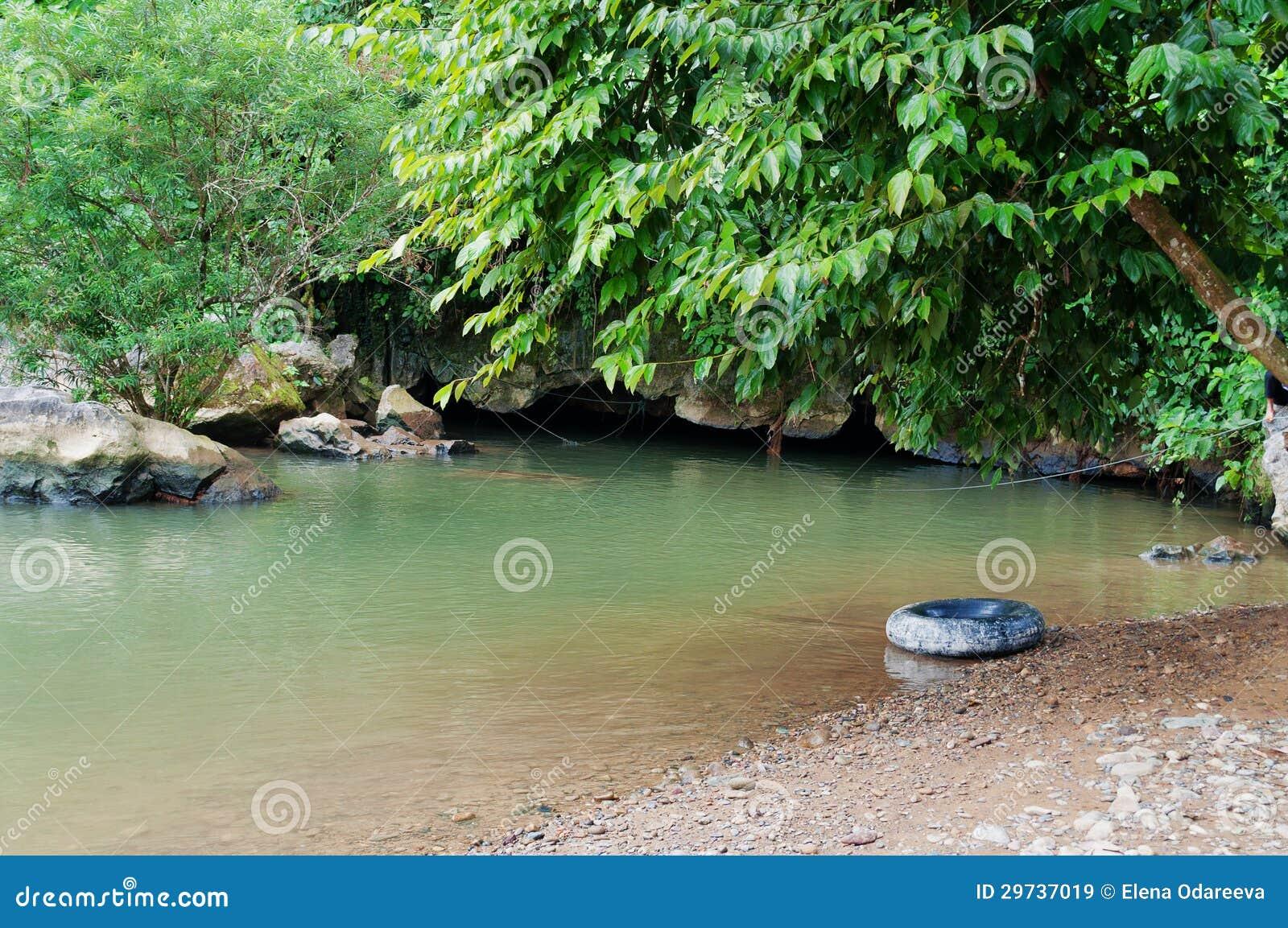 Tham Nam (水洞)。 Vang Vieng。 老挝。
