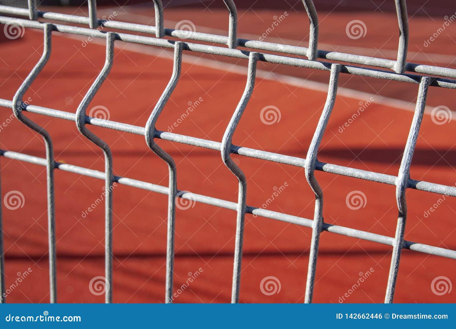 篮球场操刀与金属篱芭