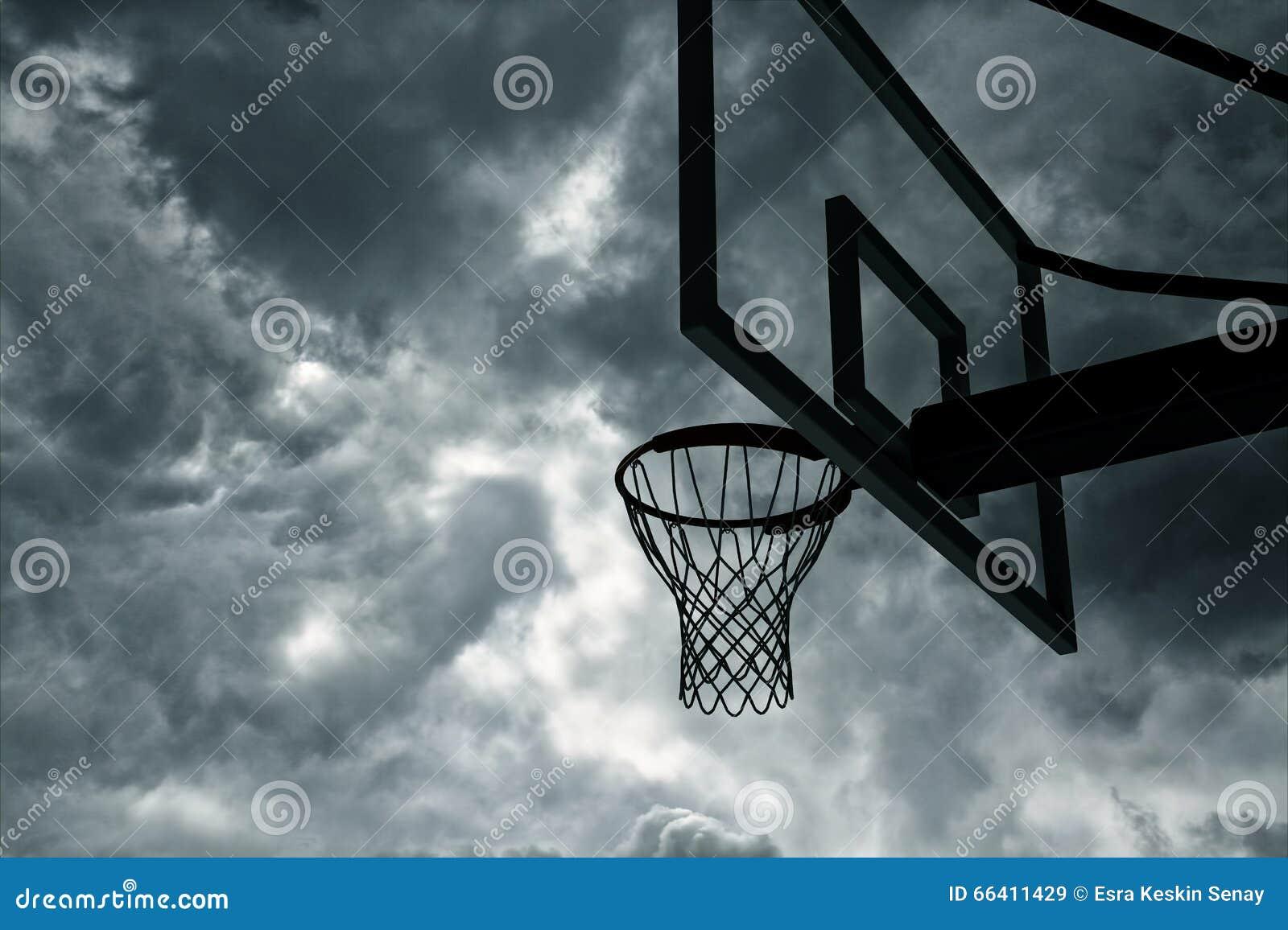 篮球篮和天空