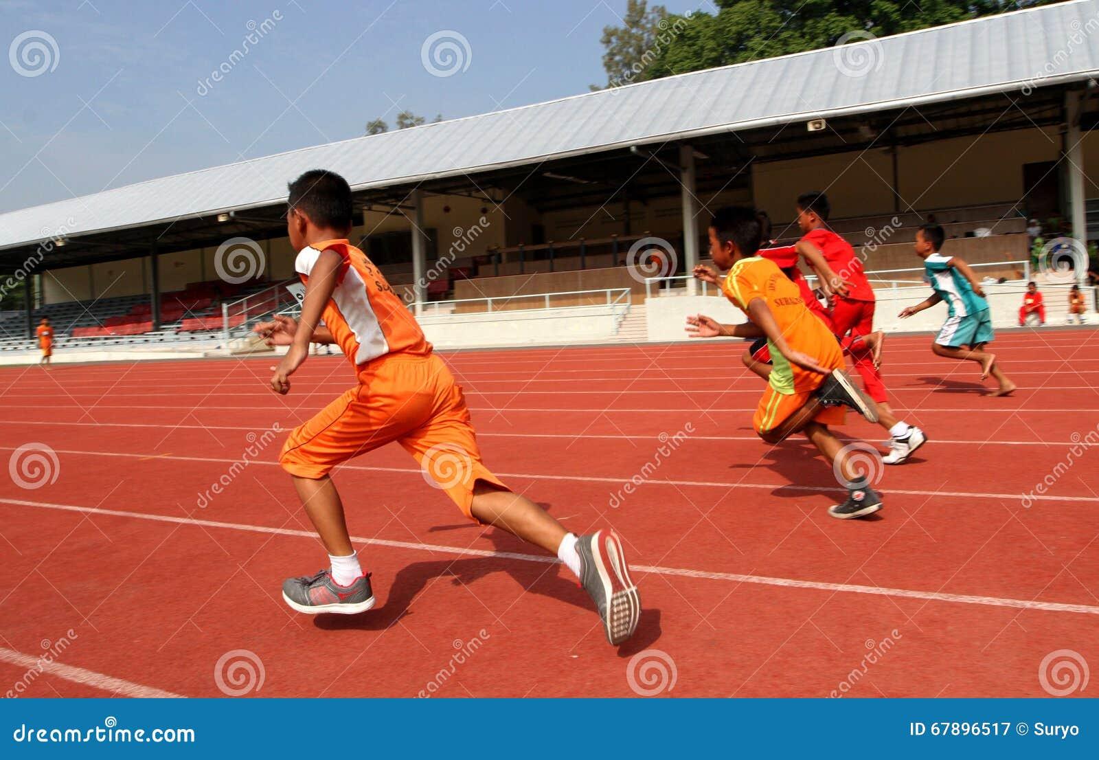 100米奔跑