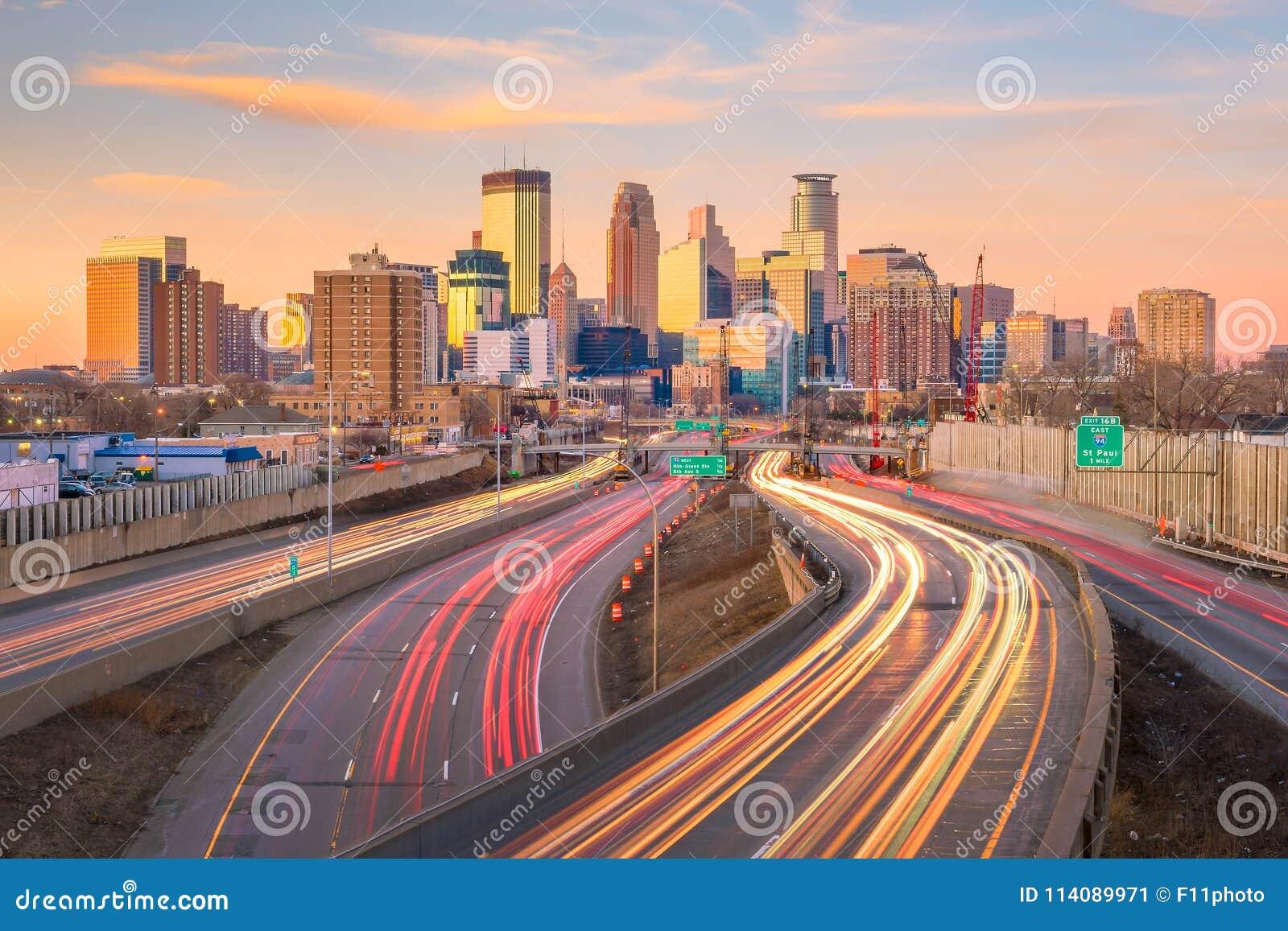 米尼亚波尼斯街市地平线在明尼苏达,美国