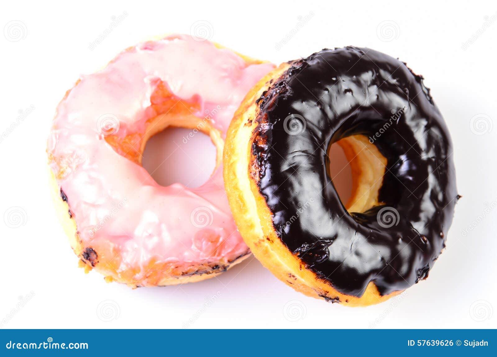 糖在白色背景的圆环多福饼