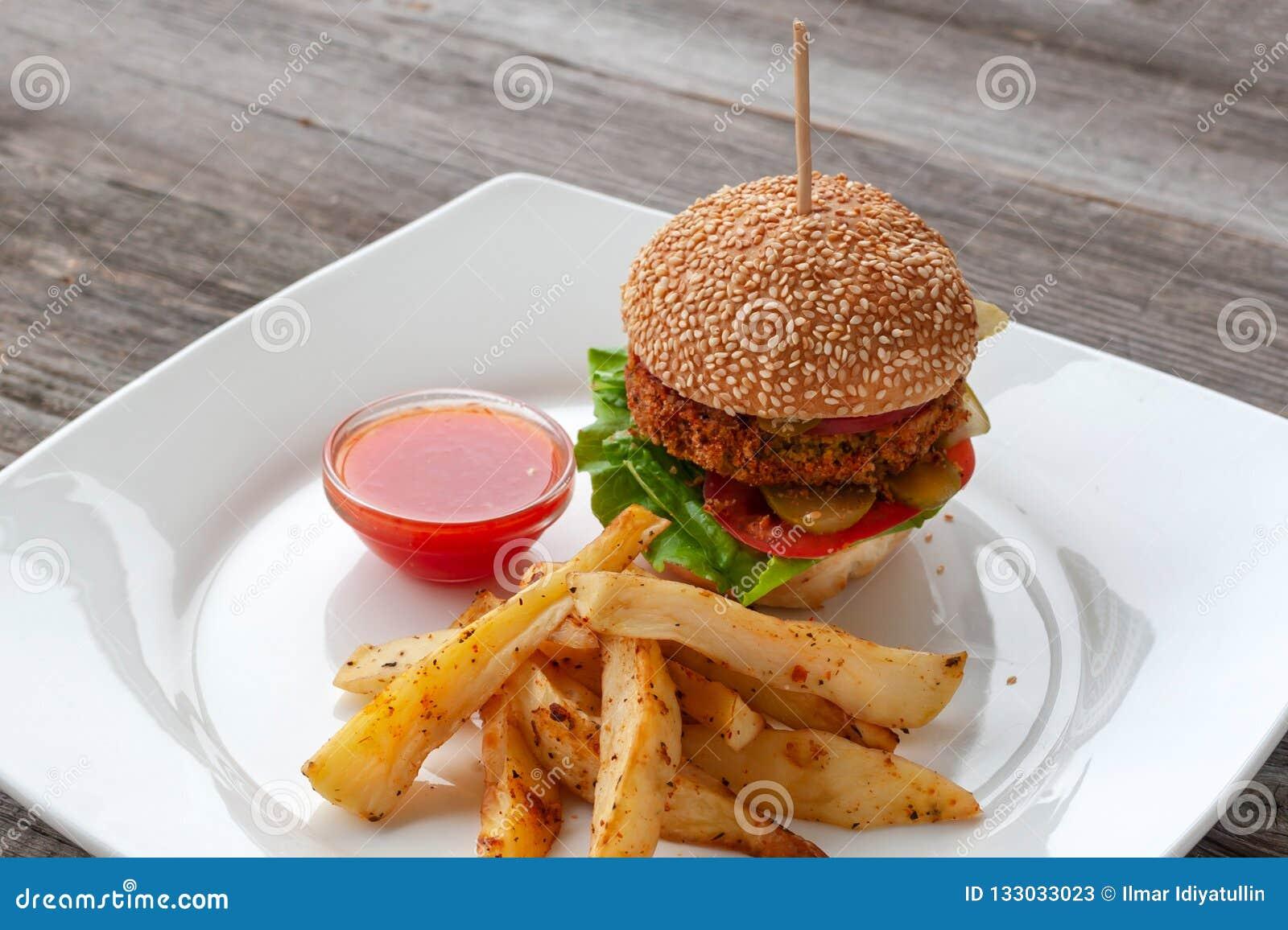 素食主义者汉堡,成份:芝麻小圆面包,鸡豆的柏蒂,辣椒