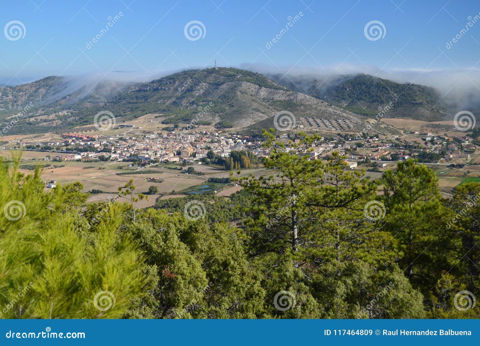 索里塔Albalate美丽的景色从Altomira的登上范围的 风景旅行假日
