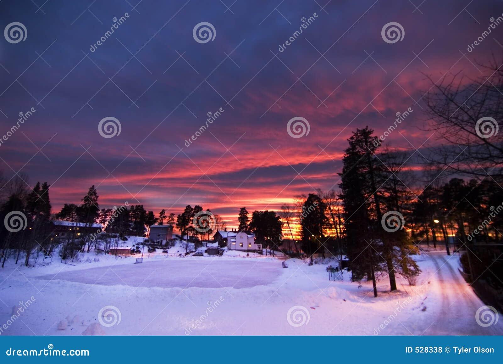 Download 紫色日落 库存照片. 图片 包括有 橙色, 斯堪的纳维亚语, 粉红色, 日出, beautifuler, 干净 - 528338