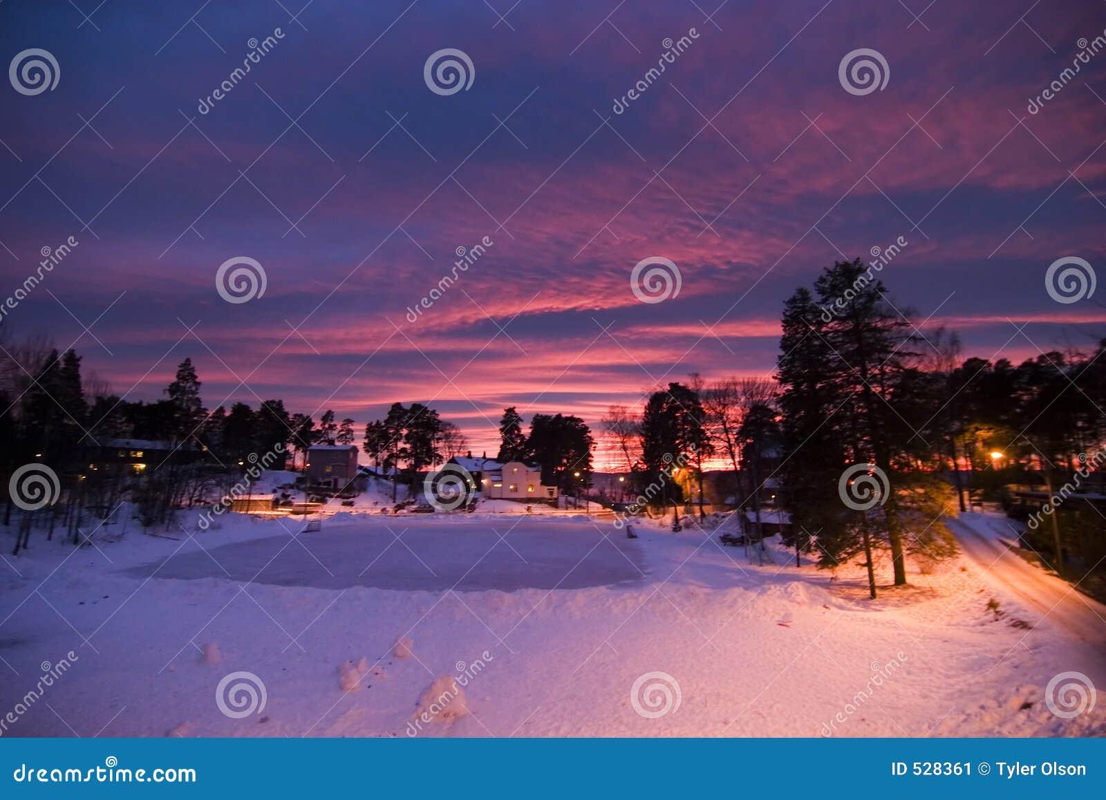 Download 紫色日落 库存图片. 图片 包括有 alina, 紫色, 都市, 日落, beautifuler, 斯堪的纳维亚语 - 528361