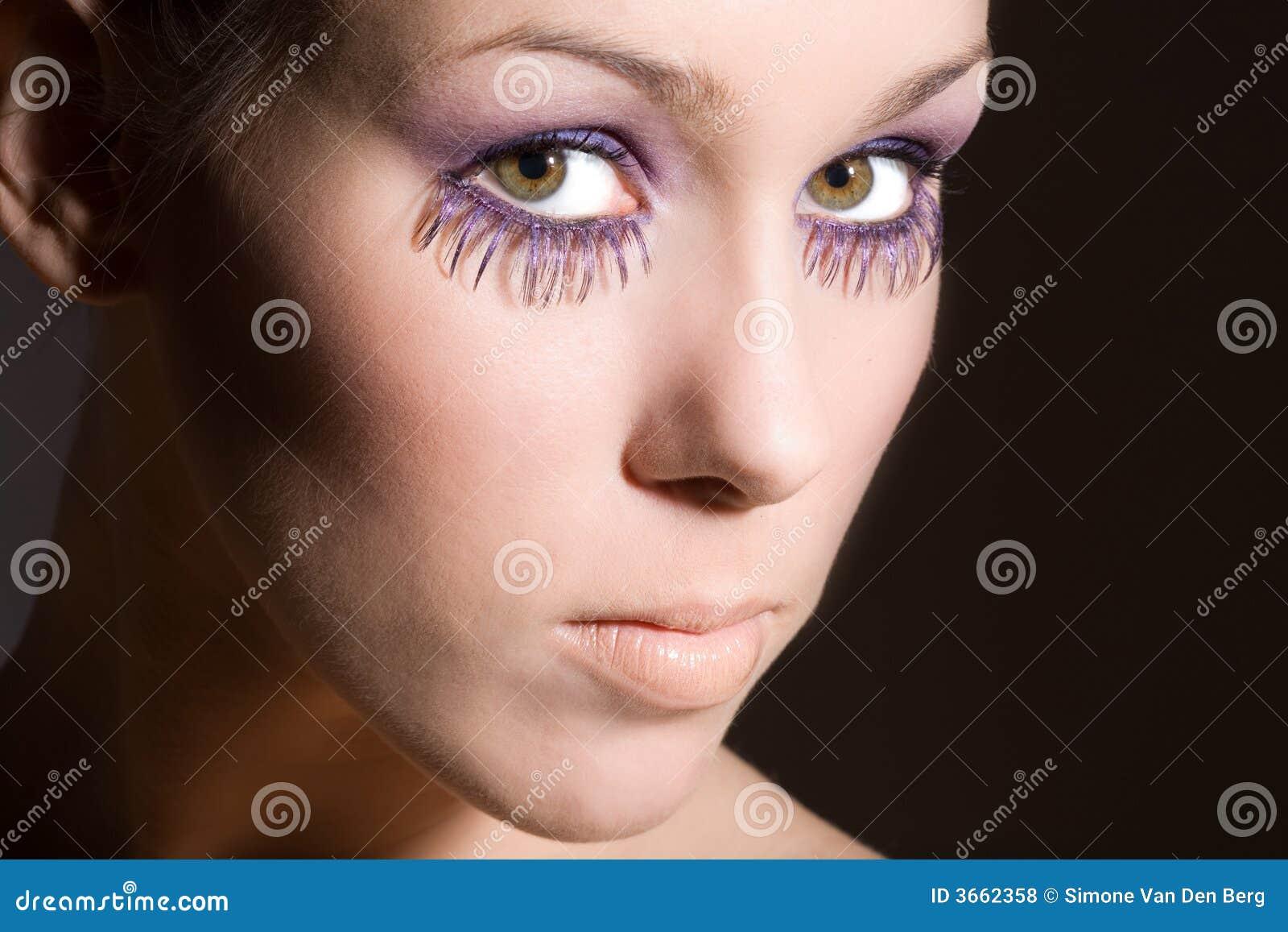 紫色的睫毛