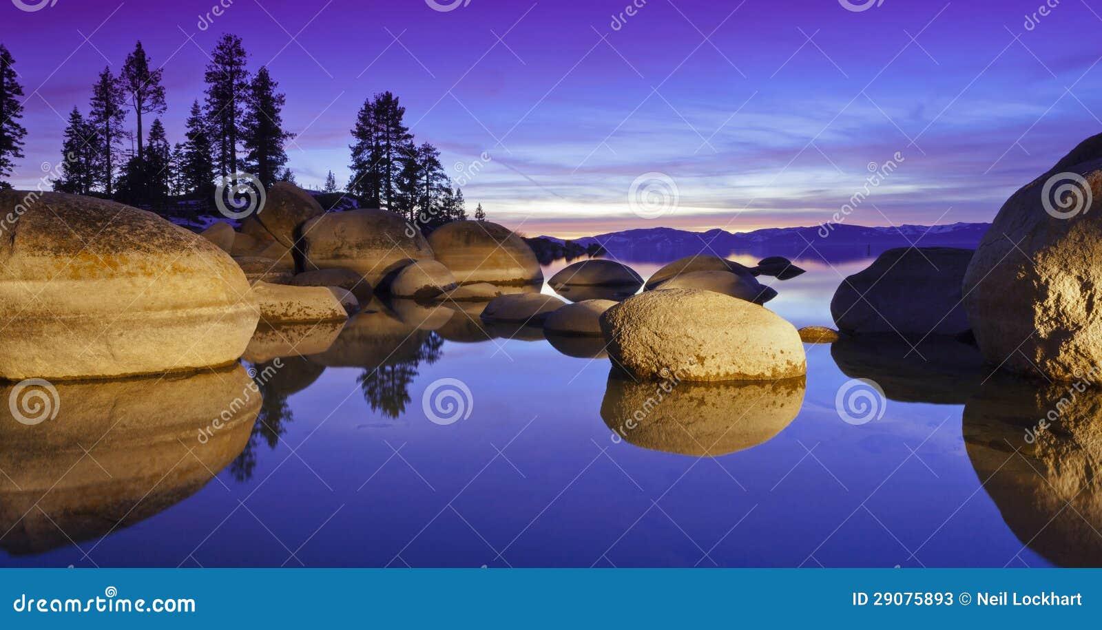 紫色Tahoe日落