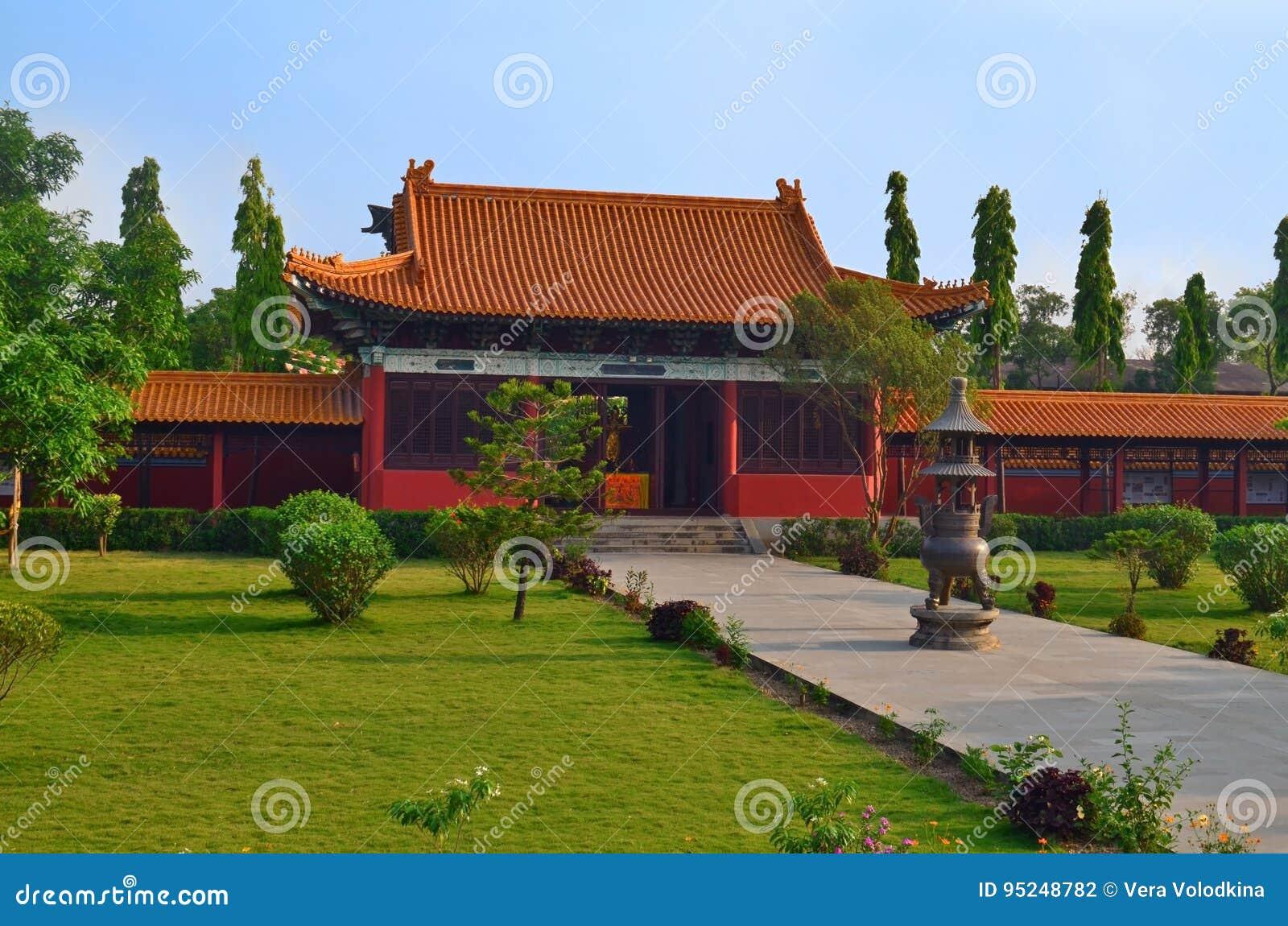 繁体中文佛教寺庙在蓝毗尼,尼泊尔-菩萨出生地