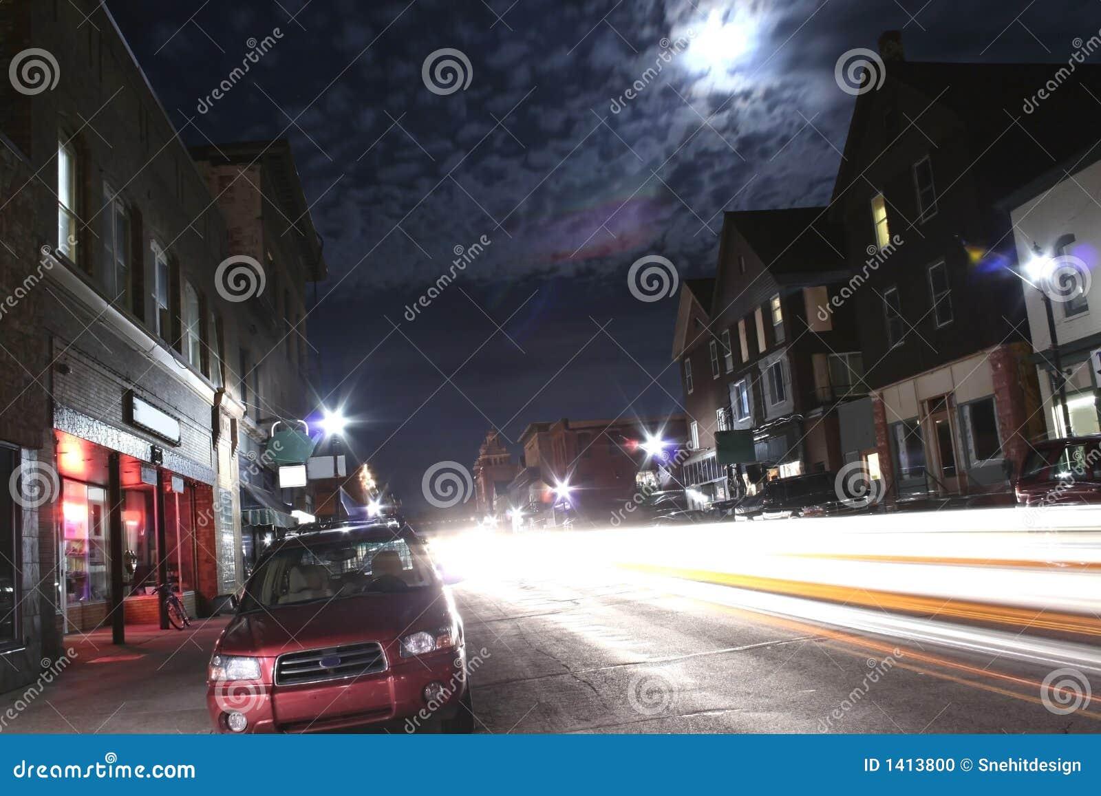 繁忙的晚上街道