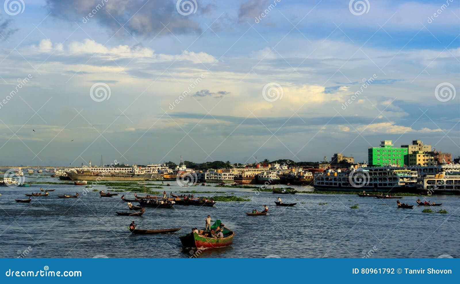 繁忙的河Buriganga