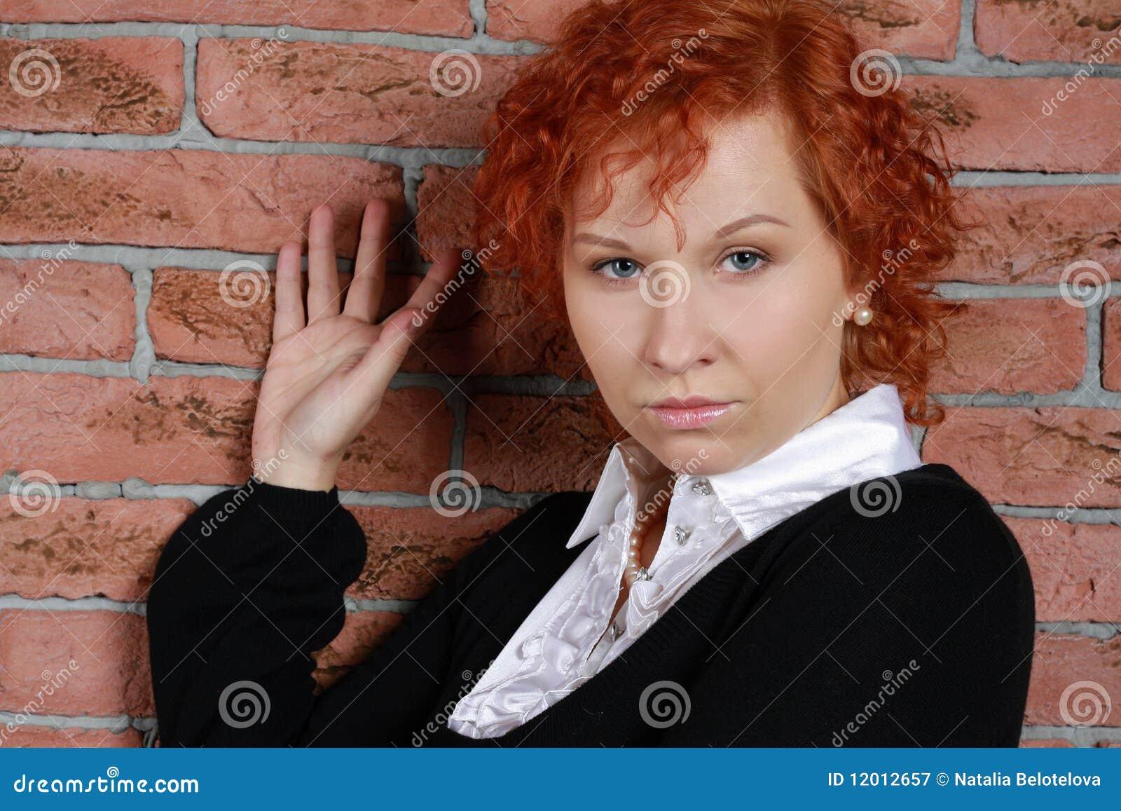 红发妇女年轻人