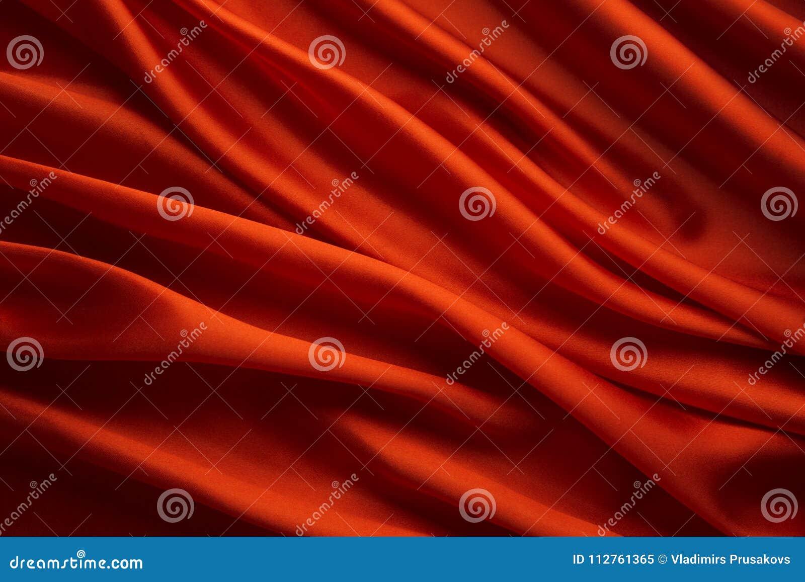 红色丝织物背景,缎布料挥动纹理