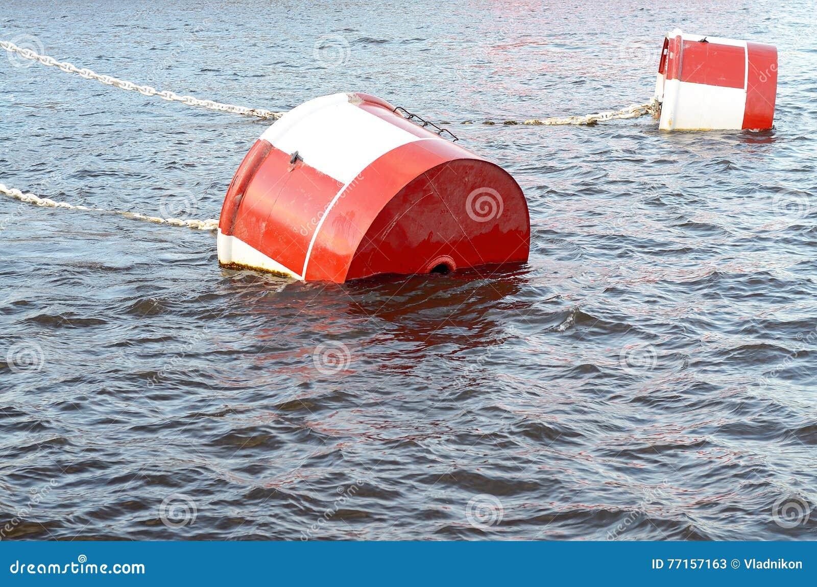 红色和白合金系泊浮筒