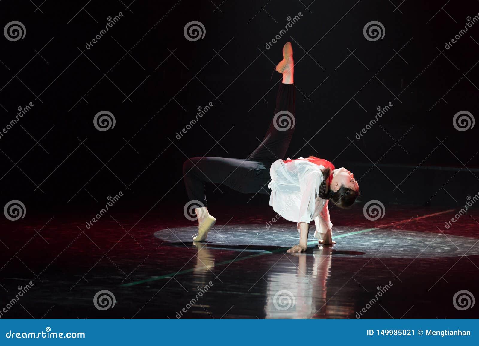 红色围巾18丁香舞蹈戏曲
