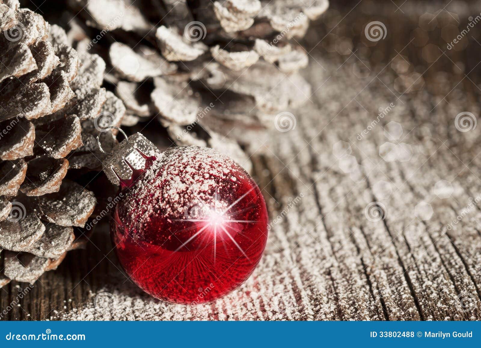 红色圣诞节装饰品Pinecones