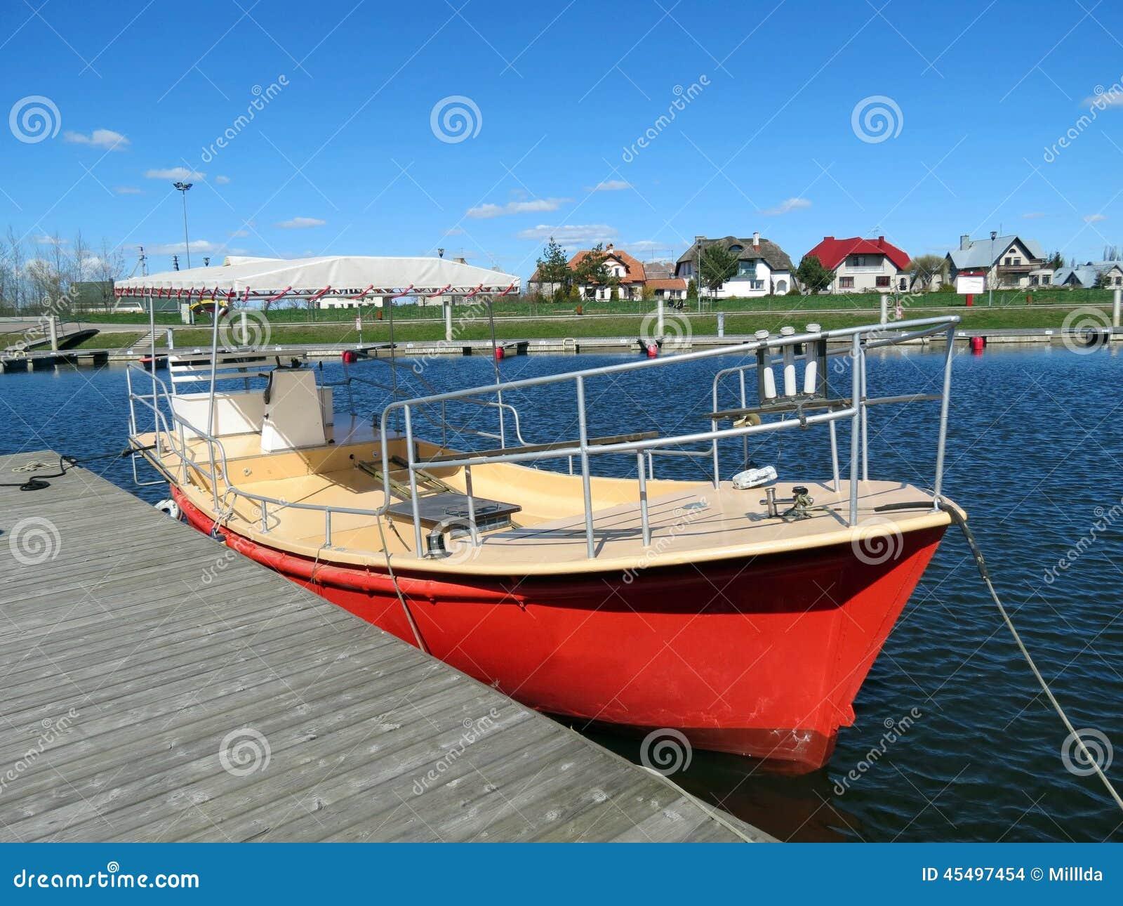 红色小船,立陶宛