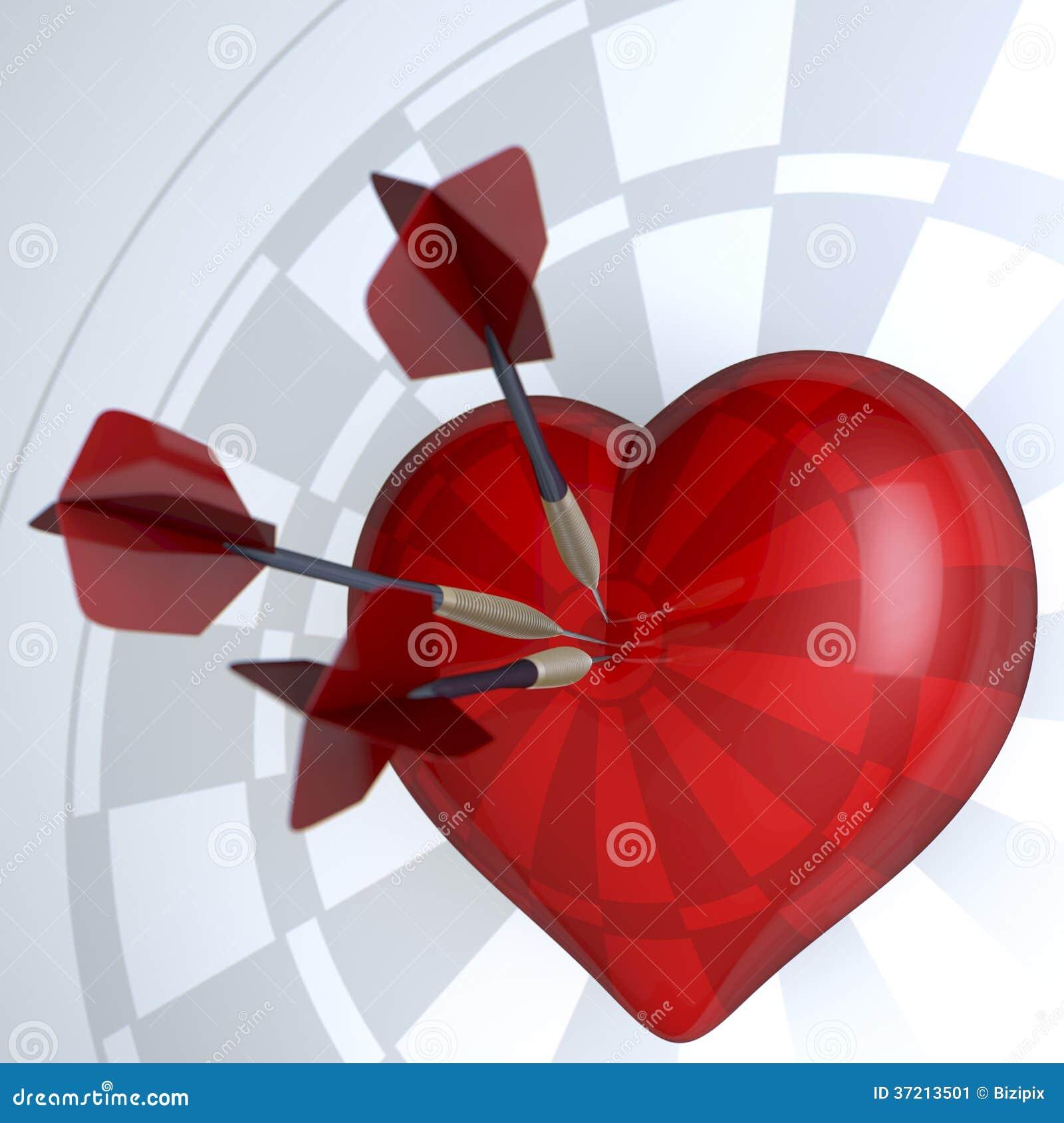红色心脏掷镖的圆靶
