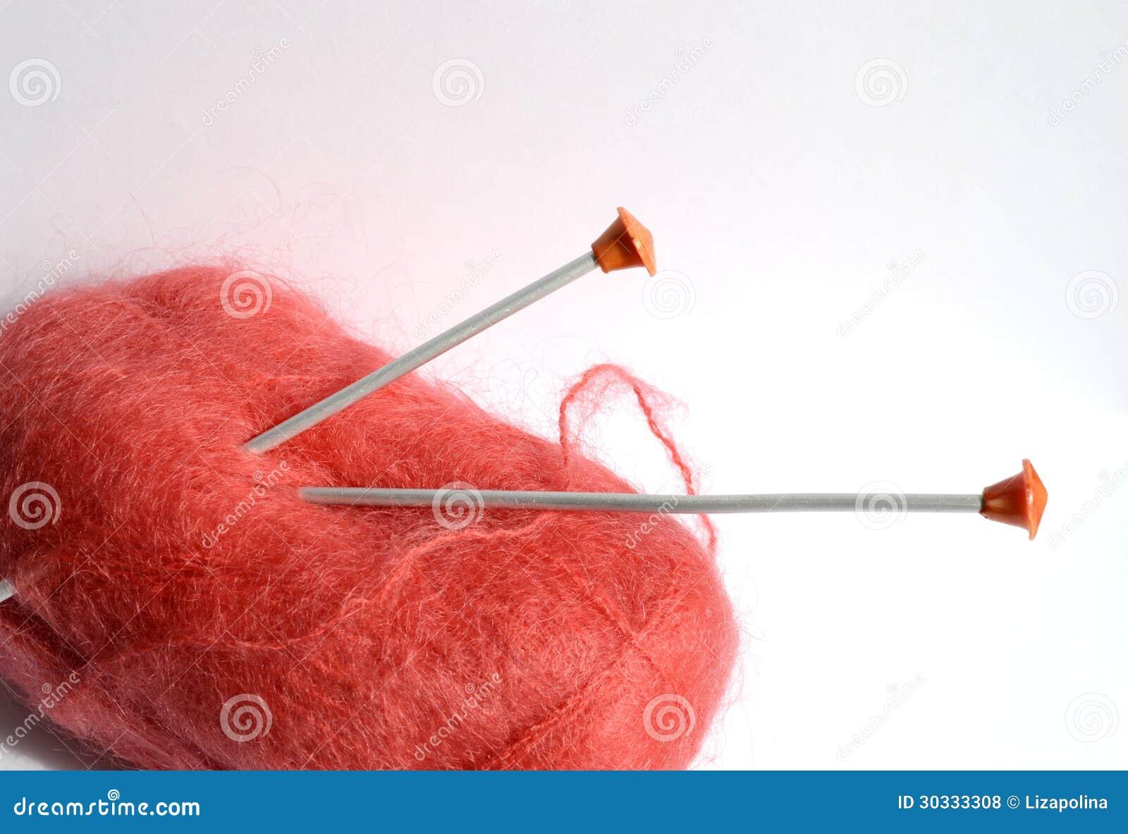 红色毛线丝球