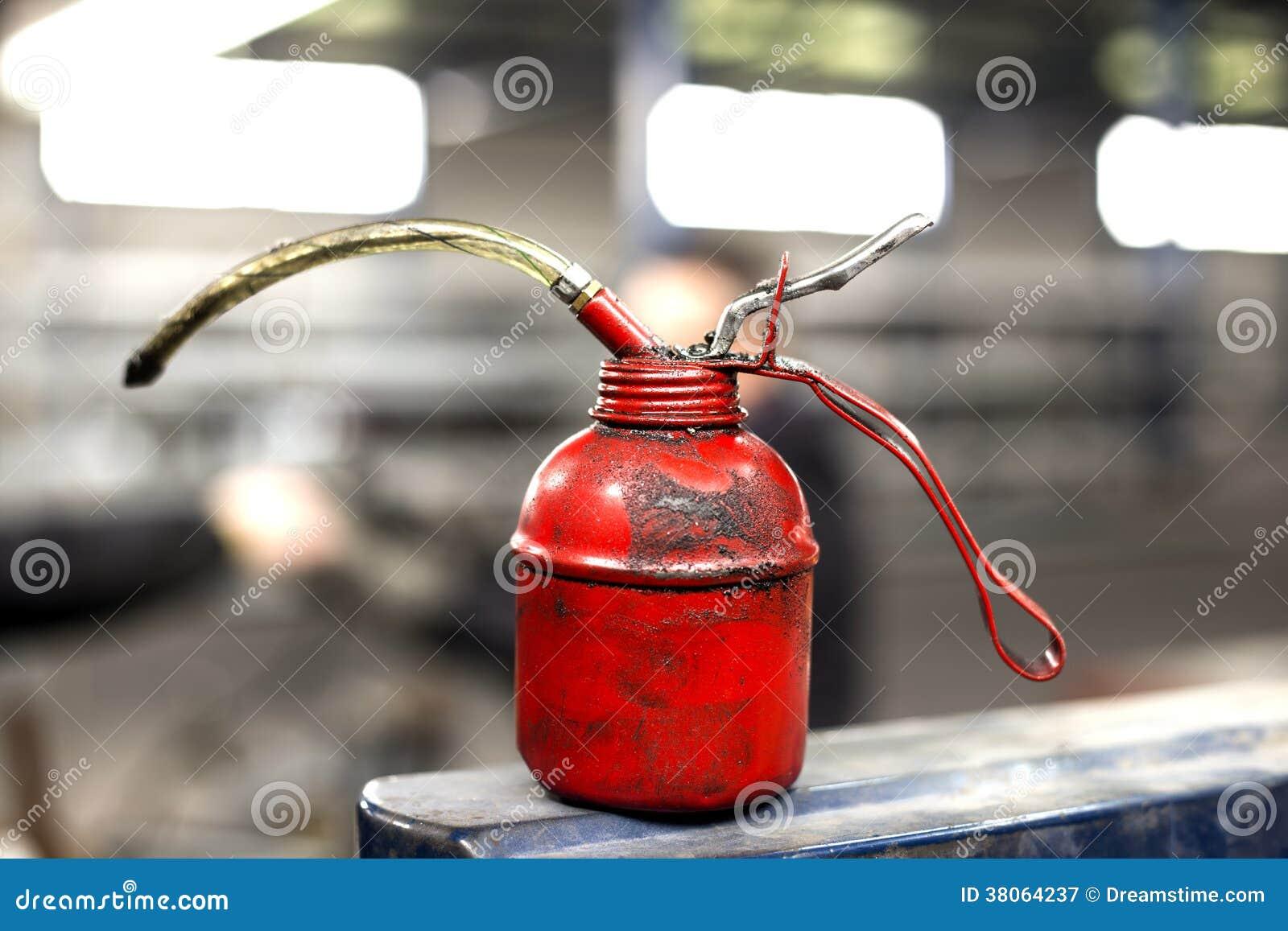 红色油罐头