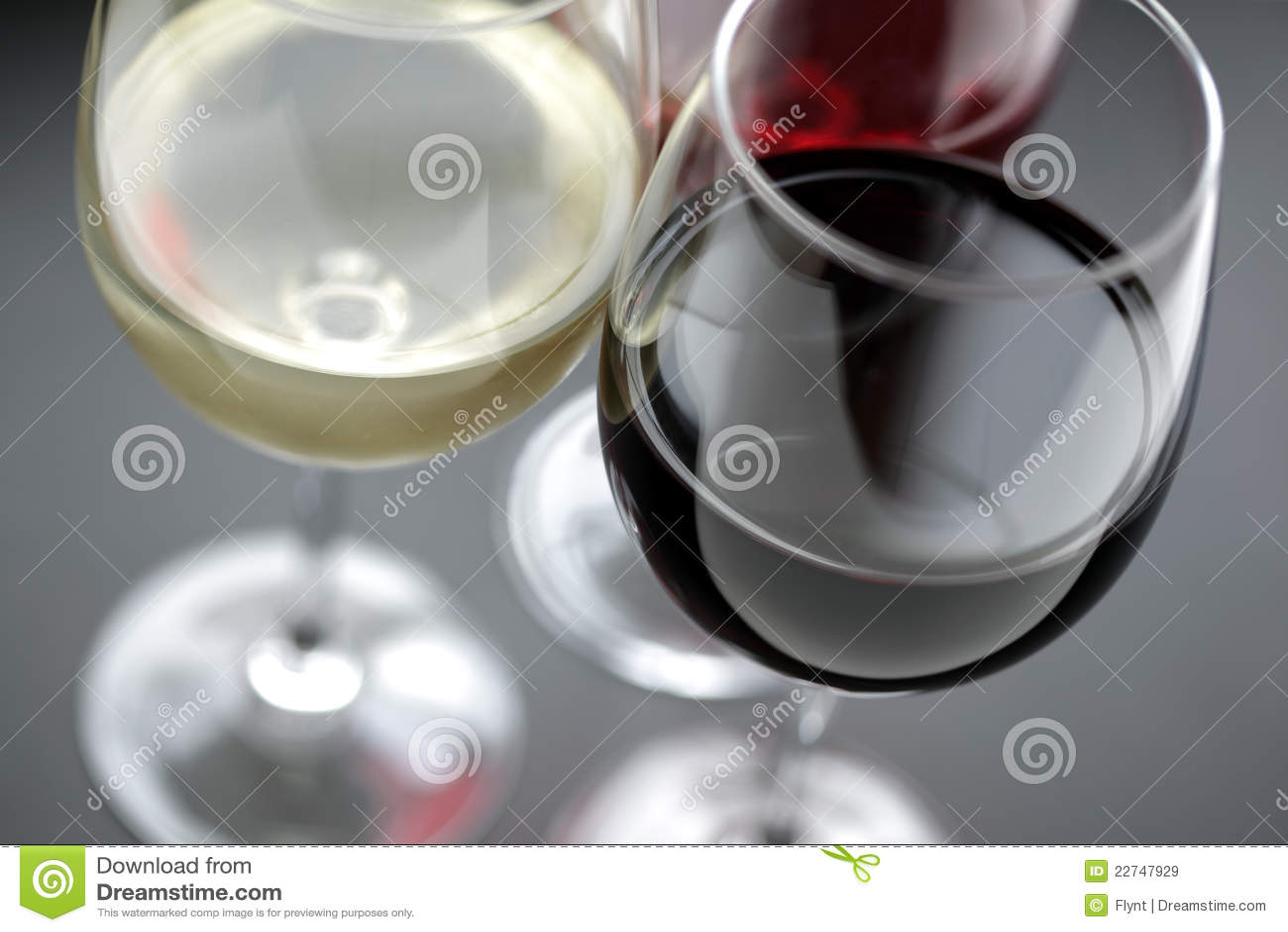 红色玫瑰白葡萄酒